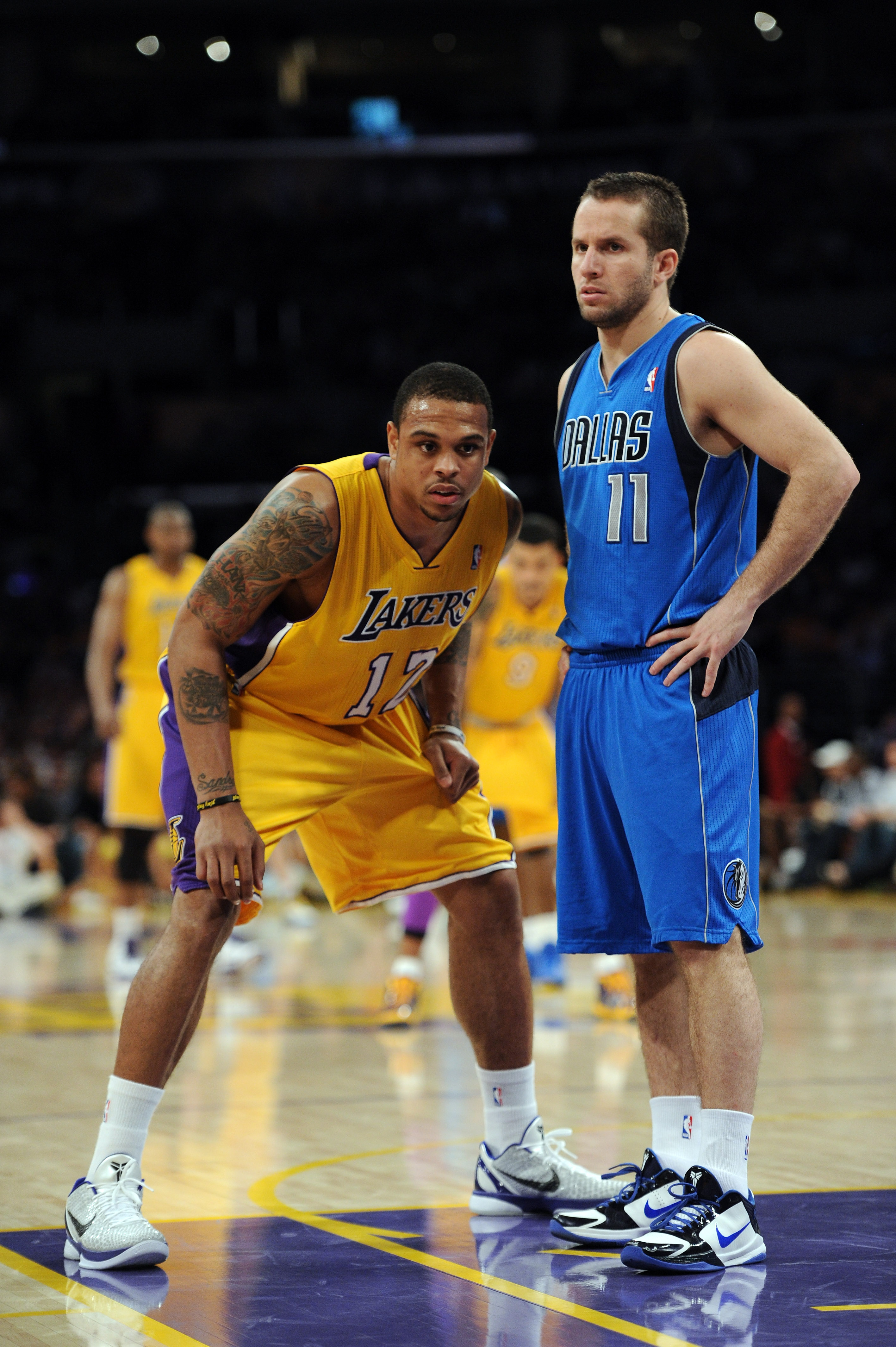 LOS ANGELES, CA - MARCH 31:  Shannon Brown #12 of the Los Angeles Lakers guards Jose Barea #11 of the Dallas Mavericks at Staples Center on March 31, 2011 in Los Angeles, California.  NOTE TO USER: User expressly acknowledges and agrees that, by downloadi