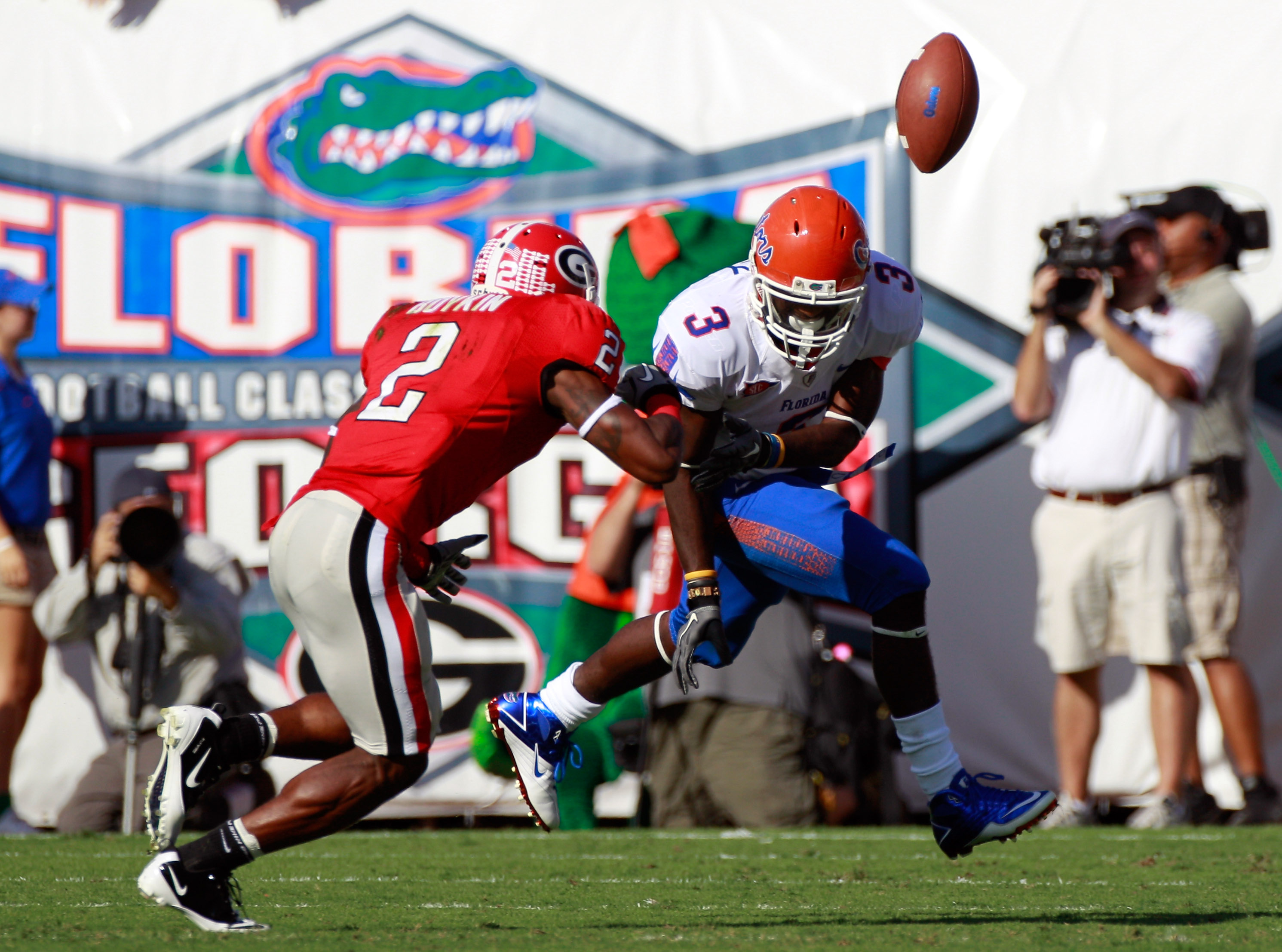 JACKSONVILLE, FL - OCTOBER 30:  Brandon Boykin #2 of the Georgia Bulldogs breaks up a pass atempt to Chris Rainey #3 of the Florida Gators during the game at EverBank Field on October 30, 2010 in Jacksonville, Florida.  (Photo by Sam Greenwood/Getty Image