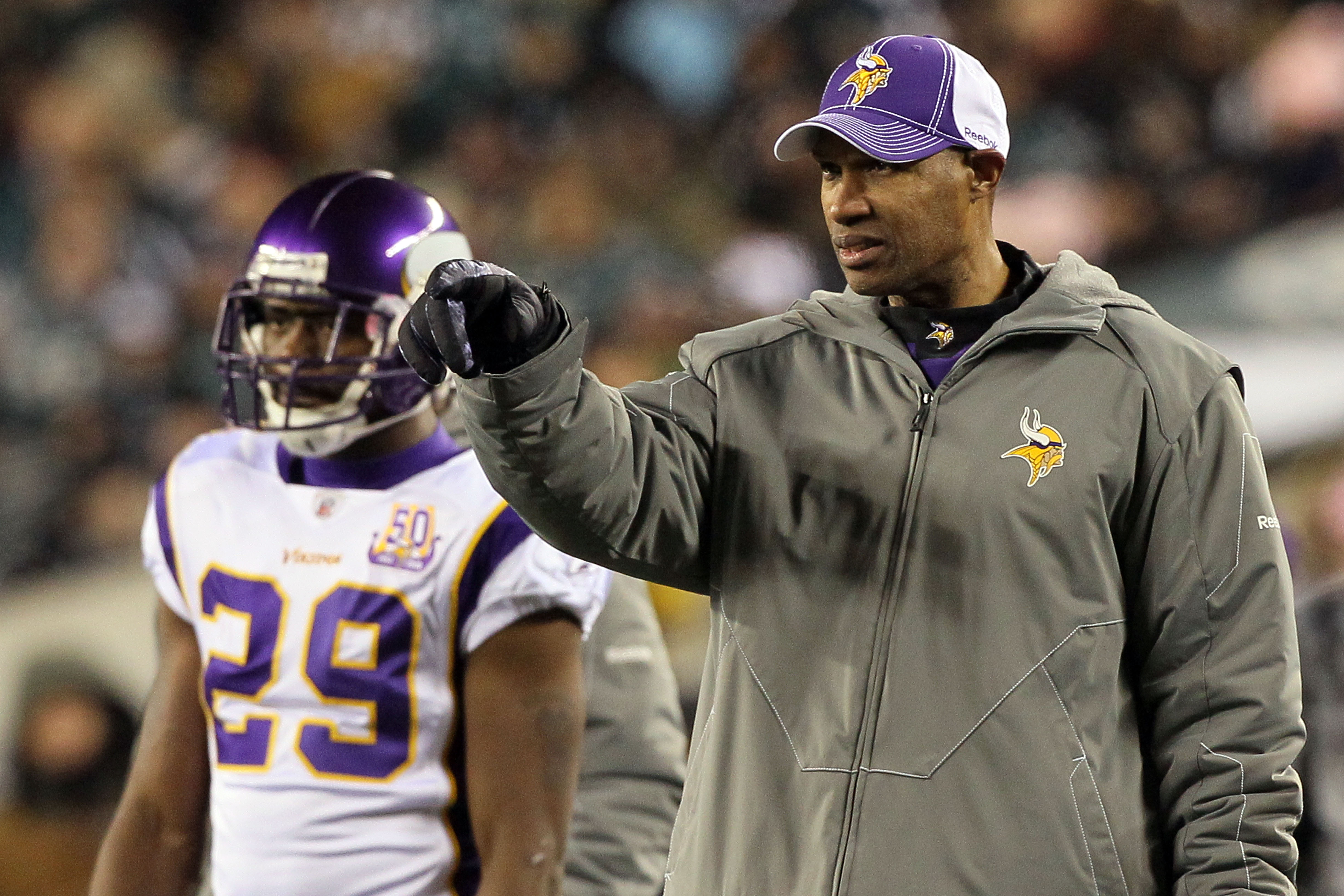 PHILADELPHIA, PA - DECEMBER 28:  Head coach Leslie Frazier of the Minnesota Vikings points on the field during play against the Philadelphia Eagles at Lincoln Financial Field on December 26, 2010 in Philadelphia, Pennsylvania.  (Photo by Jim McIsaac/Getty