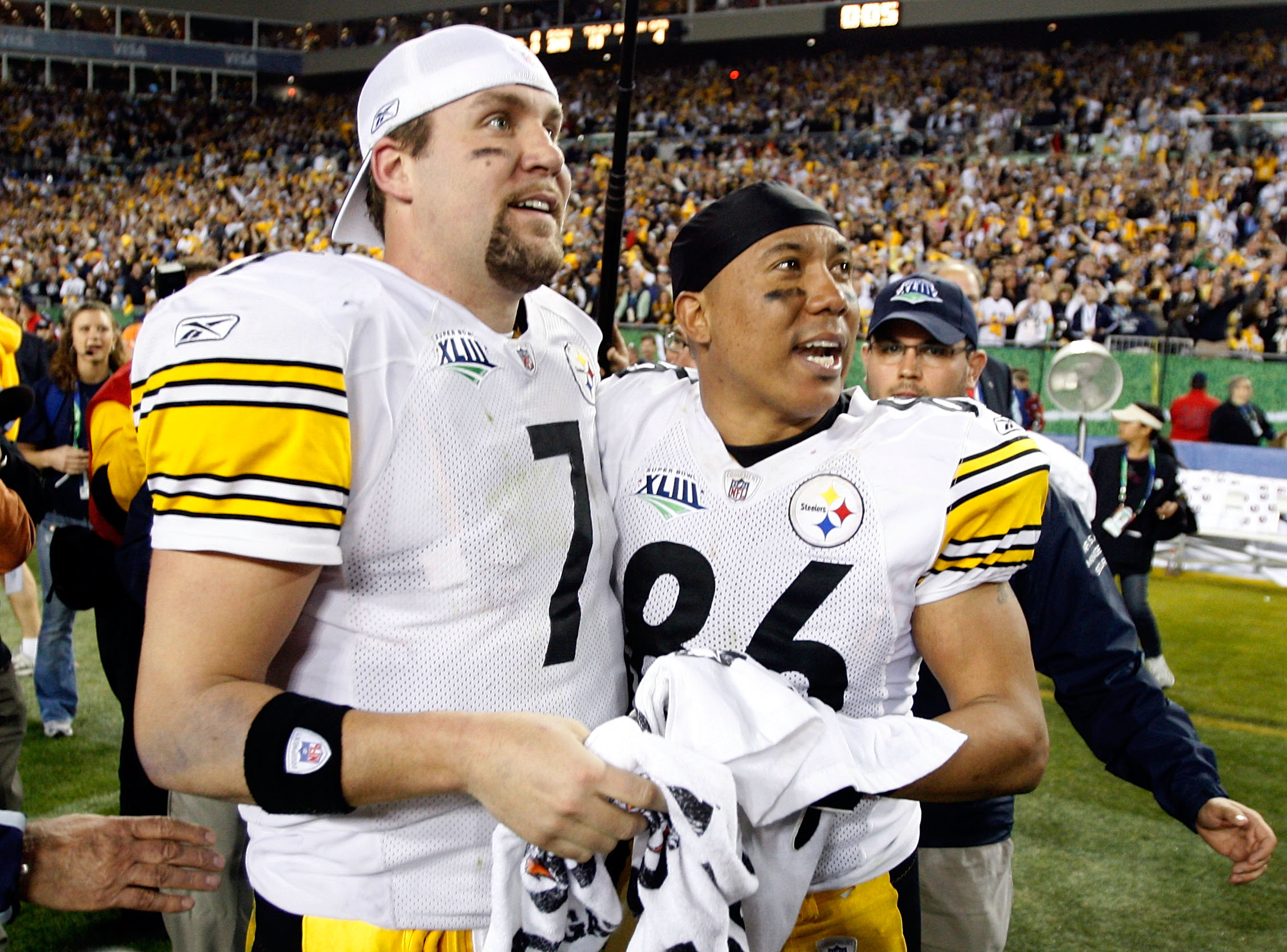 TAMPA, FL - FEBRUARY 01:  (L-R) Quarterback Ben Roethlisberger #7 and Hines Ward #86 of the Pittsburgh Steelers celebrate after their 26-23 win against the Arizona Cardinals during Super Bowl XLIII on February 1, 2009 at Raymond James Stadium in Tampa, Fl