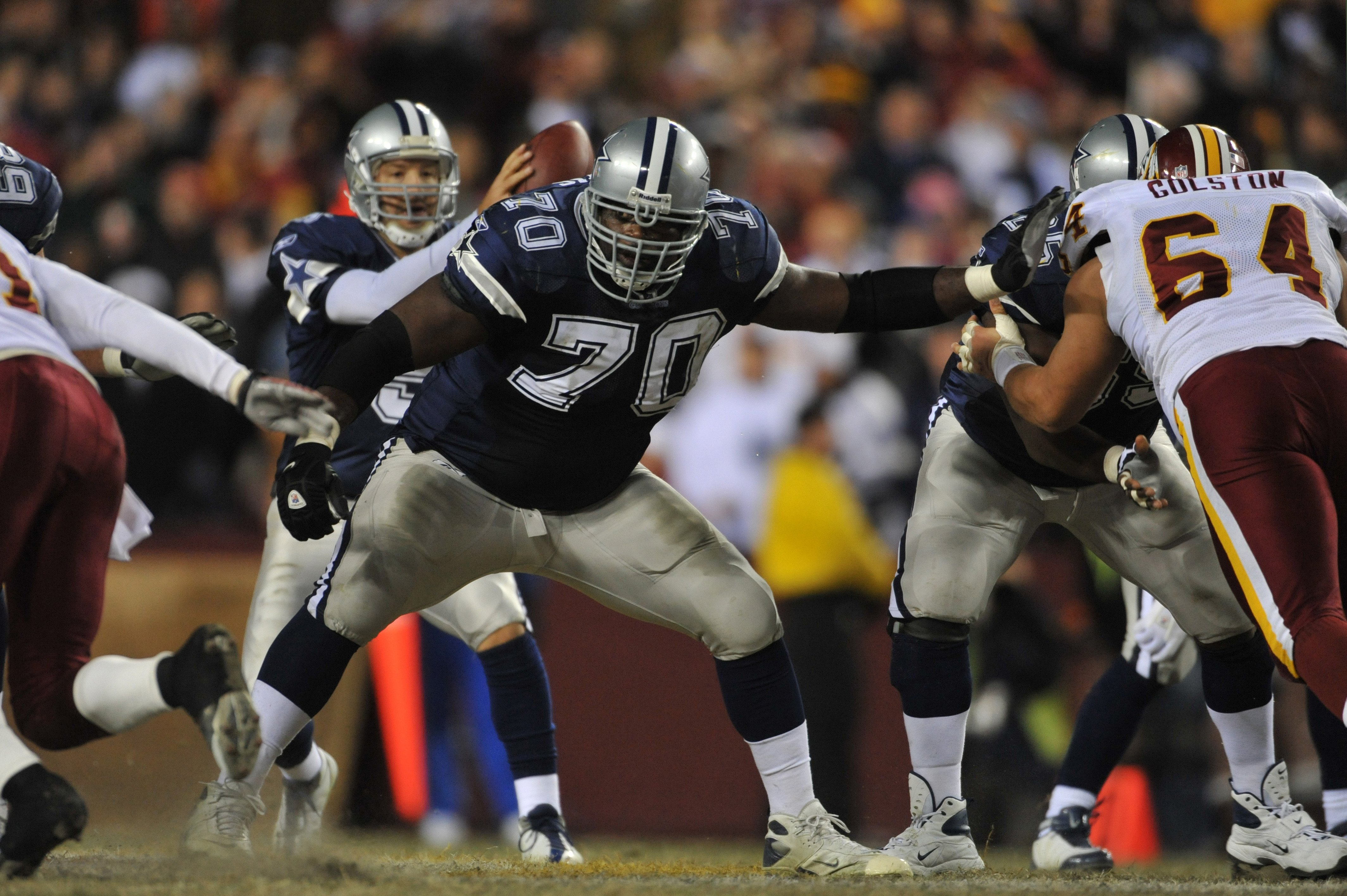 LANDOVER, MD - DECEMBER 27:  Leonard Davis #70 of the Dallas Cowboys defends against the Washington Redskins at FedExField on December 27, 2009 in Landover, Maryland. The Cowboys defeated the Redskins 17-0. (Photo by Larry French/Getty Images)