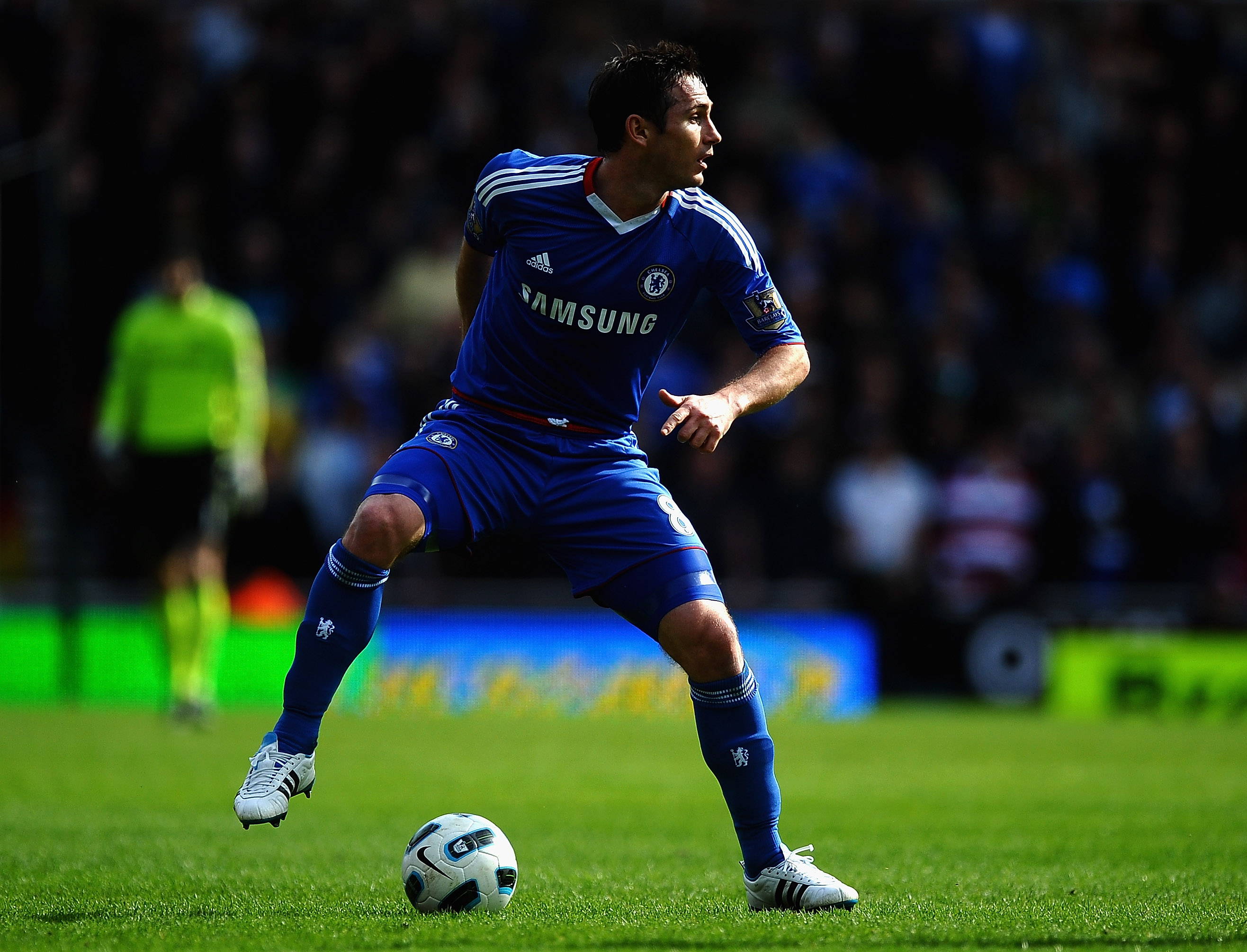 STOKE ON TRENT, ENGLAND - APRIL 02: Frank Lampard of Chelsea in action during the Barclays Premier League match between Stoke City and Chelsea at Britannia Stadium on April 2, 2011 in Stoke on Trent, England.  (Photo by Laurence Griffiths/Getty Images)