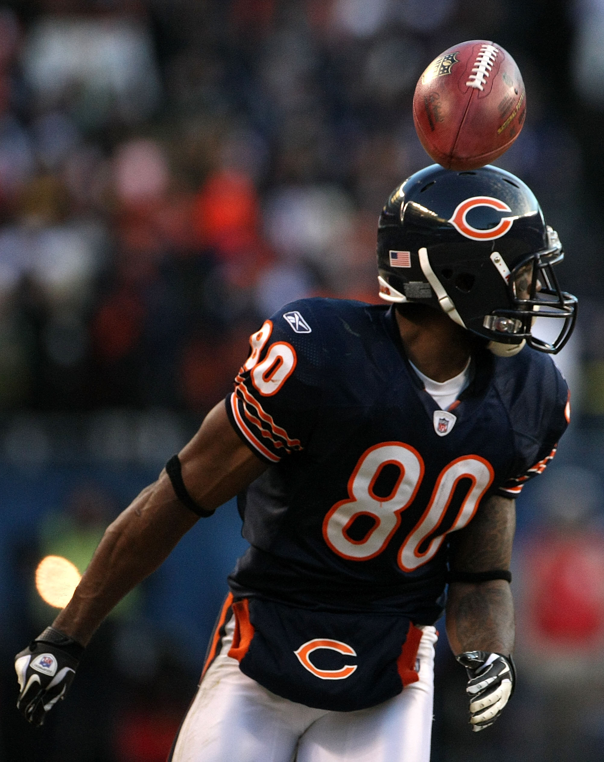 CHICAGO, IL - JANUARY 23:  Earl Bennett #80 of the Chicago Bears has the ball fly over his head while taking on the Green Bay Packers in the NFC Championship Game at Soldier Field on January 23, 2011 in Chicago, Illinois.  (Photo by Doug Pensinger/Getty I