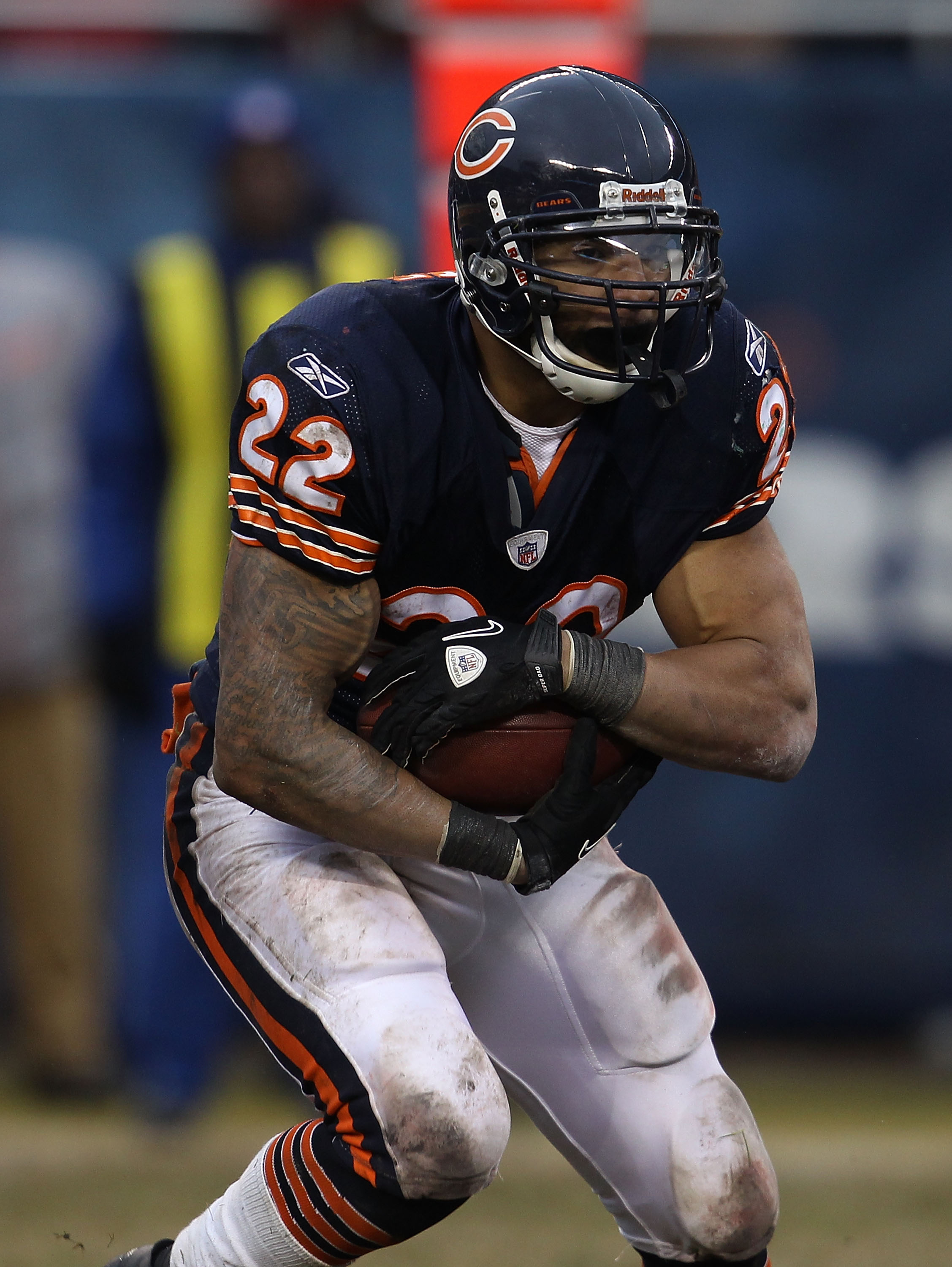 CHICAGO, IL - DECEMBER 26: Matt Forte #22 of the Chicago Bears runs against the New York Jets at Soldier Field on December 26, 2010 in Chicago, Illinois. The Bears defeated the Jets 38-34. (Photo by Jonathan Daniel/Getty Images)