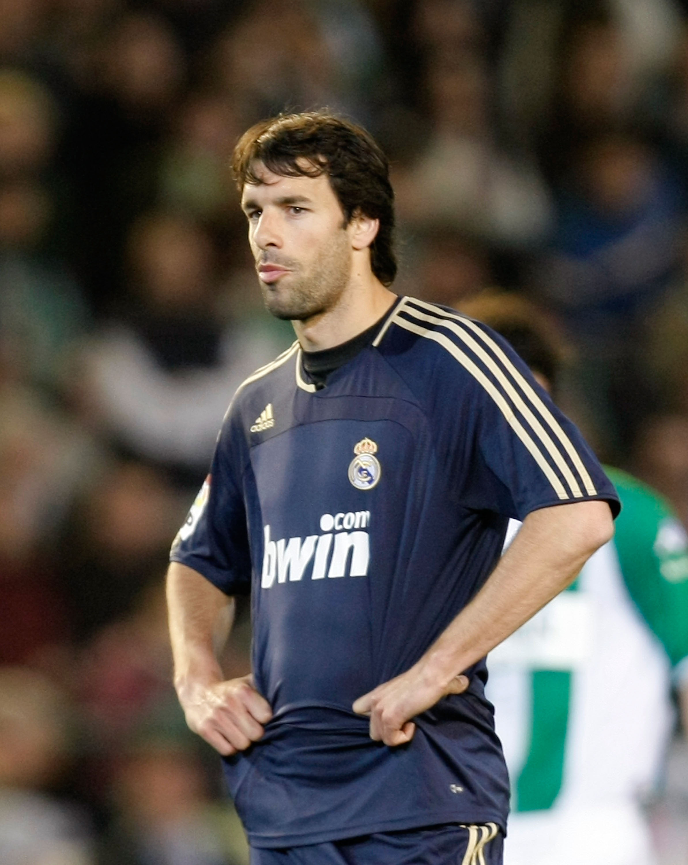 SEVILLE, SPAIN - FEBRUARY 16:  Ruud Van Nistelrooy of  Real Madrid  looks disappointed during the La Liga match between Real Betis and Real Madrid at the Manuel Ruiz de Lopera stadium on February 16, 2008 in Seville, Spain.  (Photo by Denis Doyle/Getty Im