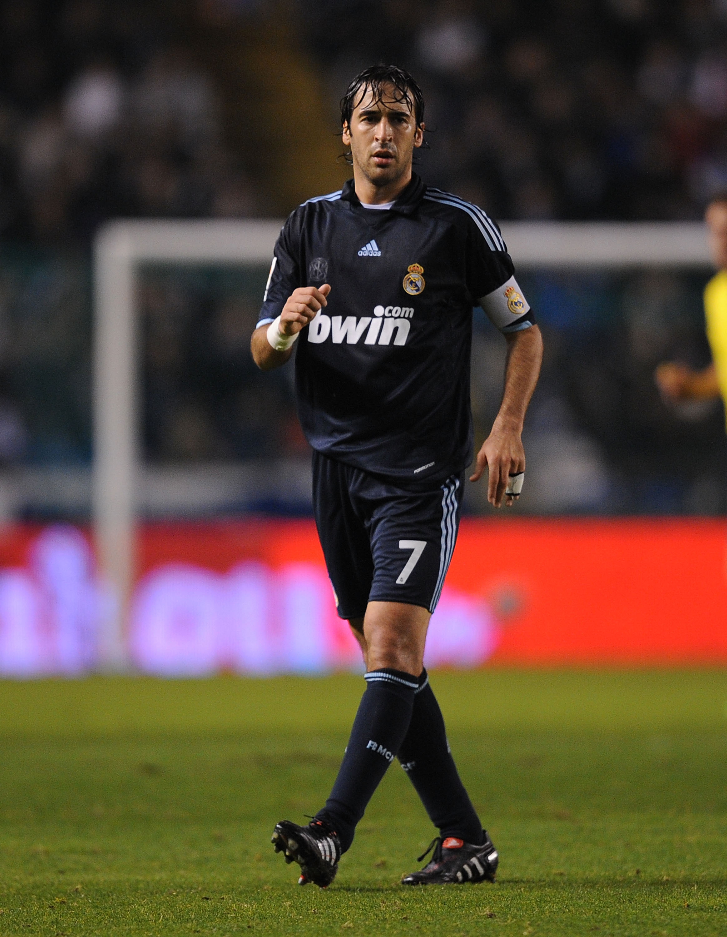 LA CORUNA, SPAIN - JANUARY 30: Raul Gonzalez of Real Madrid during the La Liga match between Real Madrid and Deportivo La Coruna at the Riazor Stadium on January 30, 2010 in La Coruna, Spain.  (Photo by Denis Doyle/Getty Images)