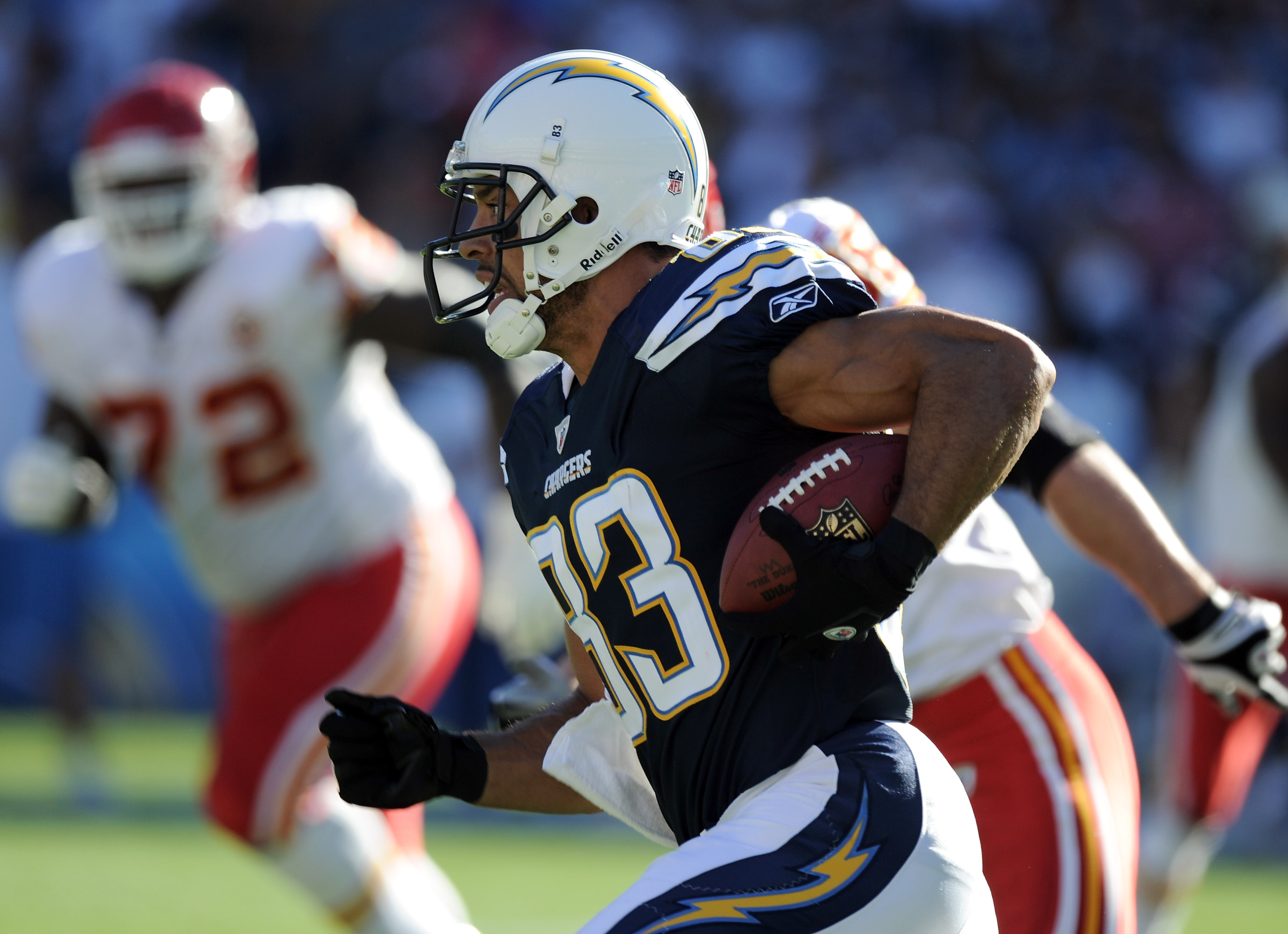 SAN DIEGO, CA - DECEMBER 12:  Vincent Jackson #83 of the San Diego Chargers carries the ball on a reverse against the Kansas City Chiefs during the first quarter at Qualcomm Stadium on December 12, 2010 in San Diego, California.  (Photo by Harry How/Getty