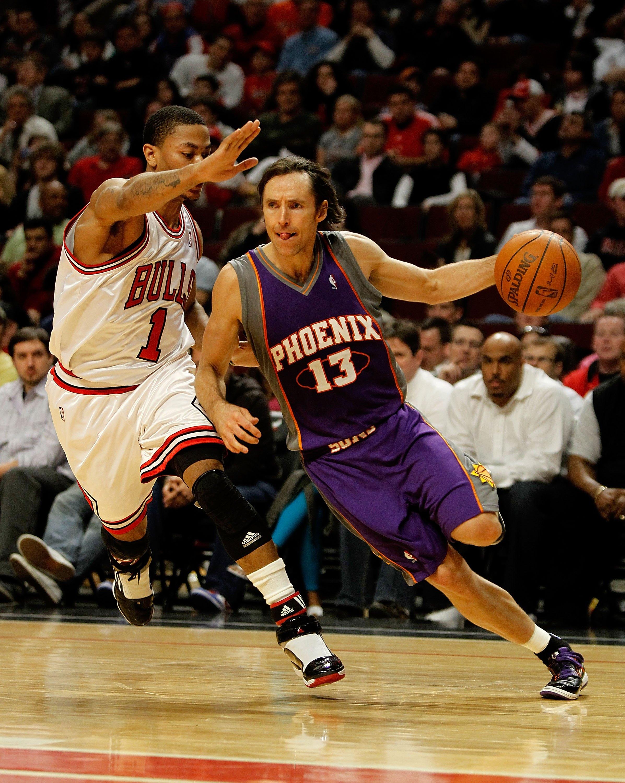 4f69e9a4d731 CHICAGO - MARCH 30  Steve Nash  13 of the Phoenix Suns drives around Derrick