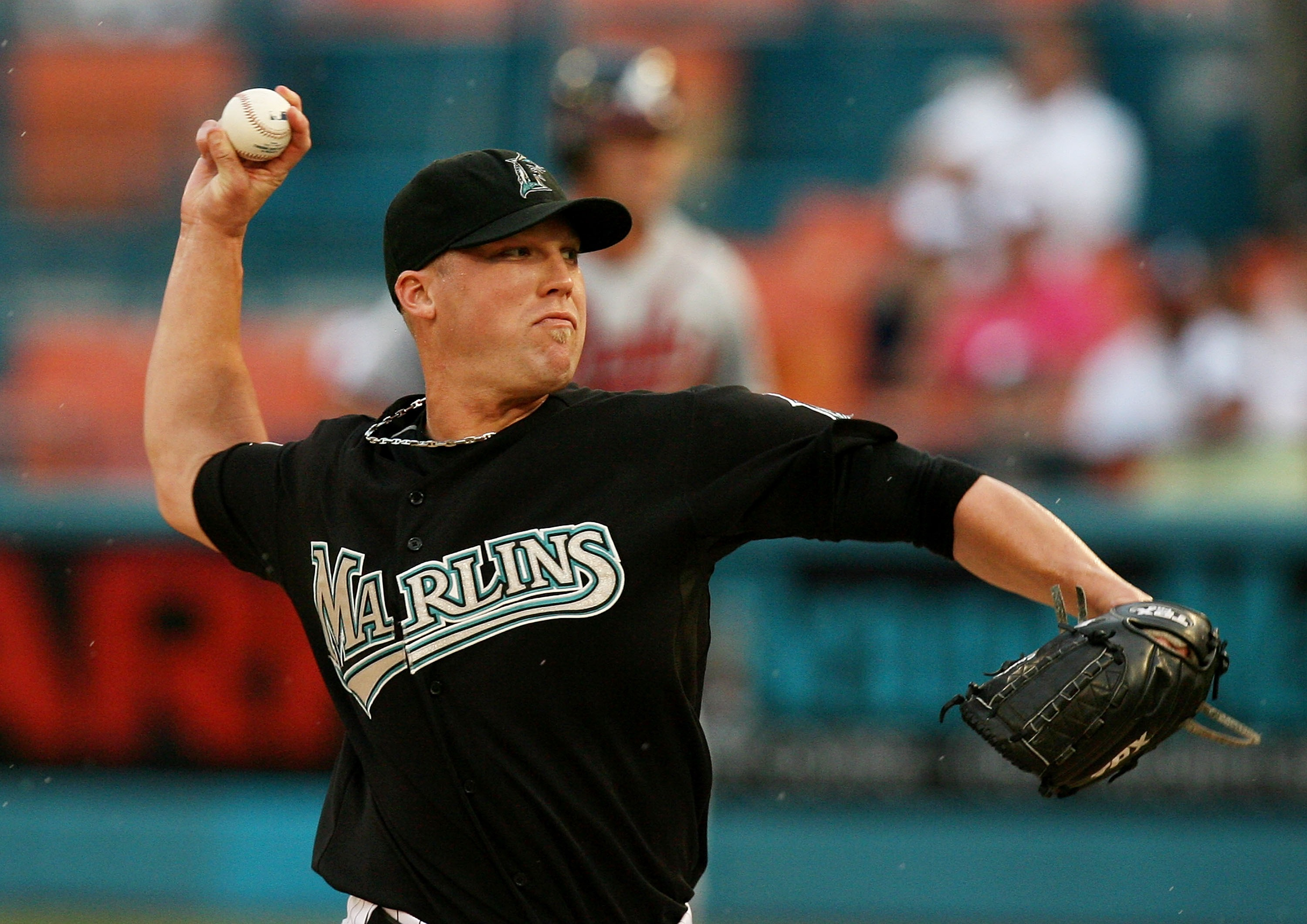 MIAMI - JULY 1:  Pitcher Matt Lindstrom #22 of the Florida Marlins pitches against the Atlanta Braves at Dolphin Stadium July 1, 2007 in Miami, Florida. The Marlins defeated the Braves 6-5 in ten innings.  (Photo by Doug Benc/Getty Images)