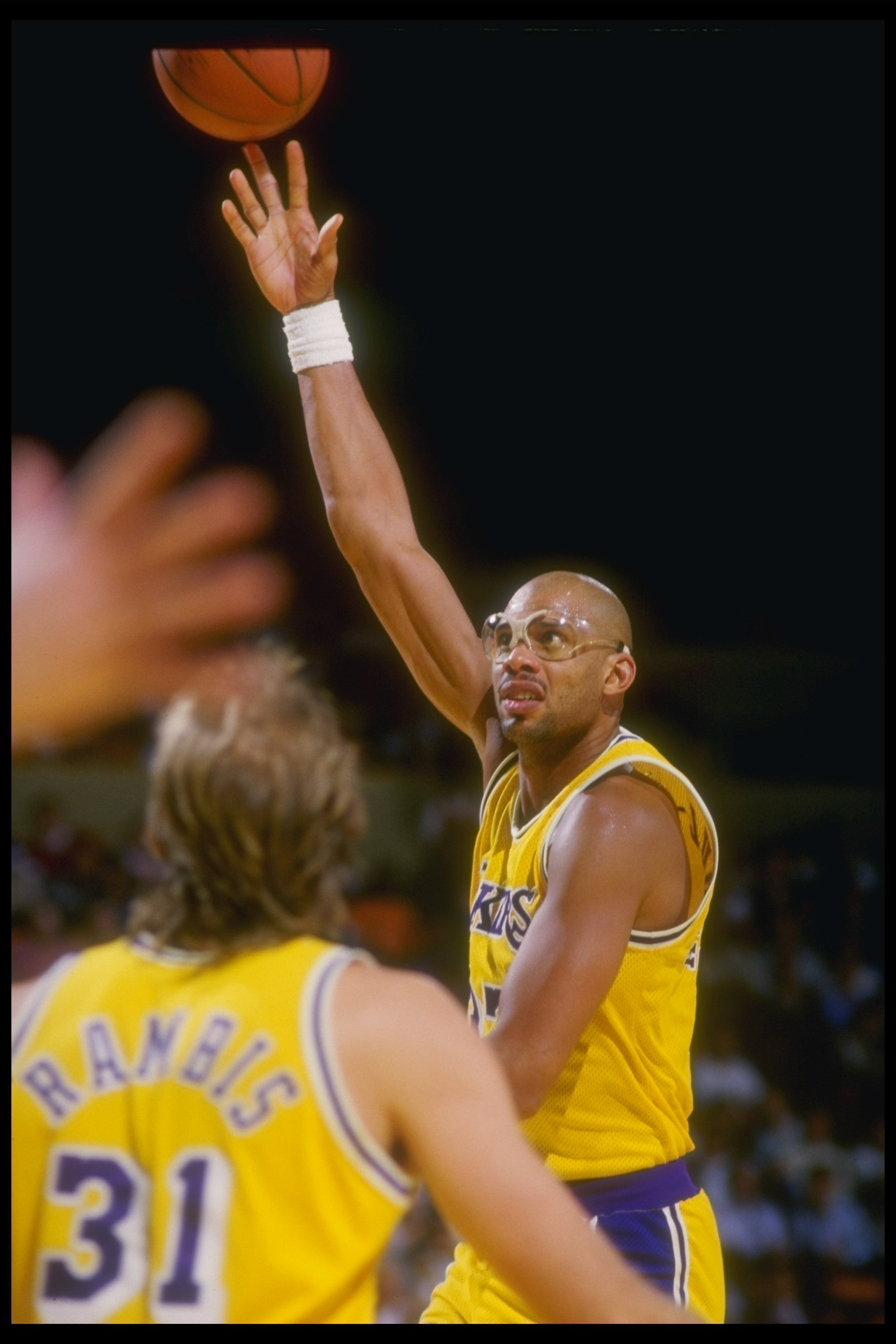 Nov 1987:  Center Kareem Abdul-Jabbar of the Los Angeles Lakers shoots the ball during a game against the Portland Trailblazers at the Great Western Forum in Inglewood, California. Mandatory Credit: Mike Powell  /Allsport