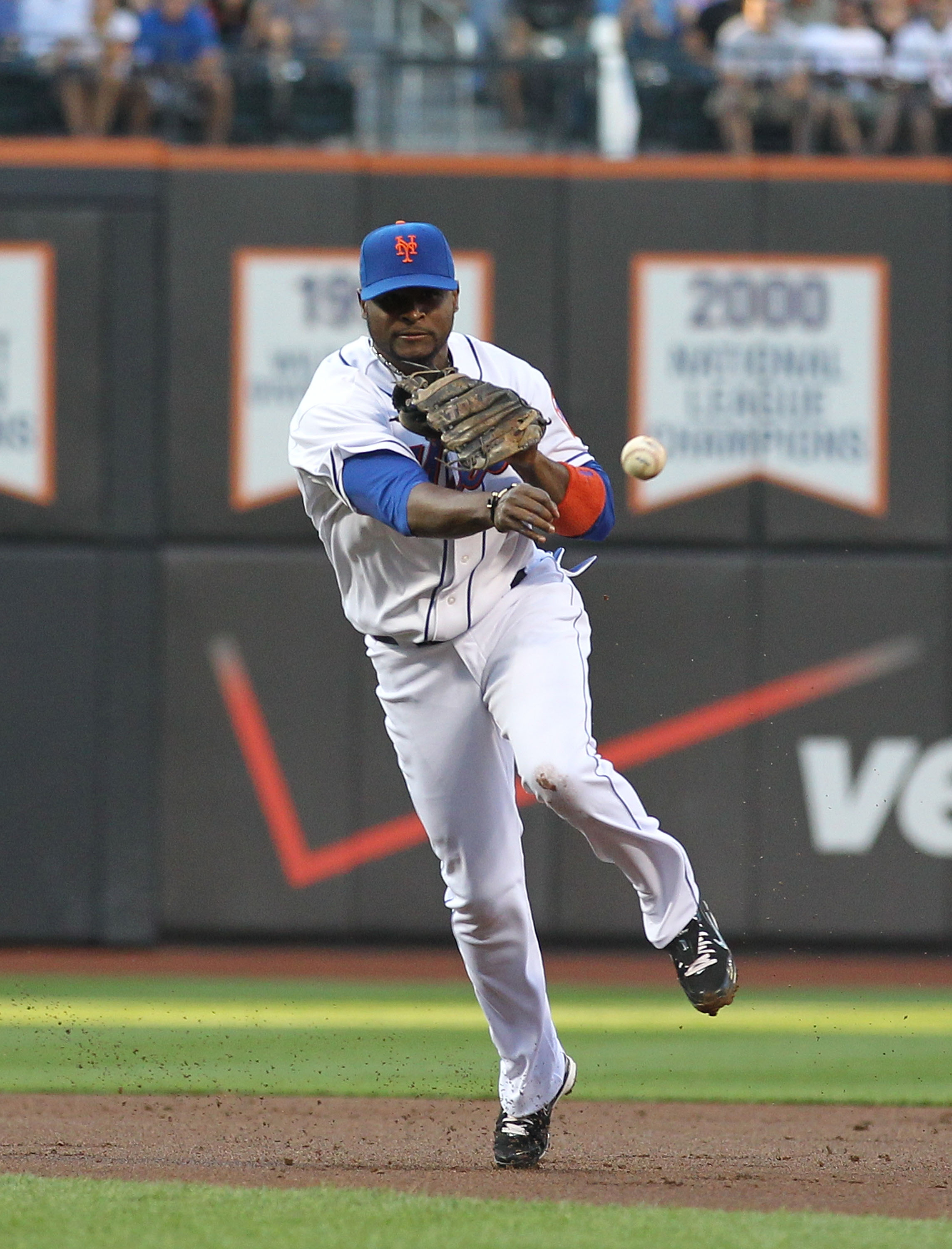 NEW YORK - JULY 27:  Luis Castillo #1 of the New York Mets in action against the St. Louis Cardinals during their game on July 27, 2010 at Citi Field in the Flushing neighborhood of the Queens borough of New York City.  (Photo by Al Bello/Getty Images)