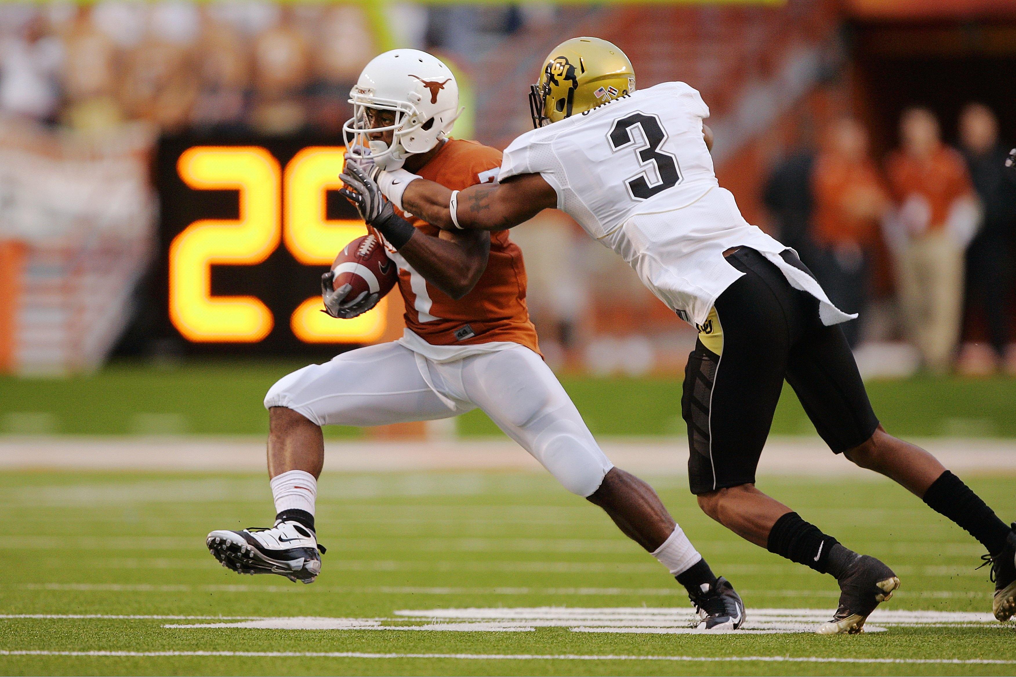AUSTIN, TX - OCTOBER 10:  Wide receiver John Chiles #7 of the Texas Longhorns makes a quick cut after catching a pass against cornerback Jimmy Smith #3 of the Colorado Buffaloes in the first quarter on October 10, 2009 at Darrell K Royal-Texas Memorial St