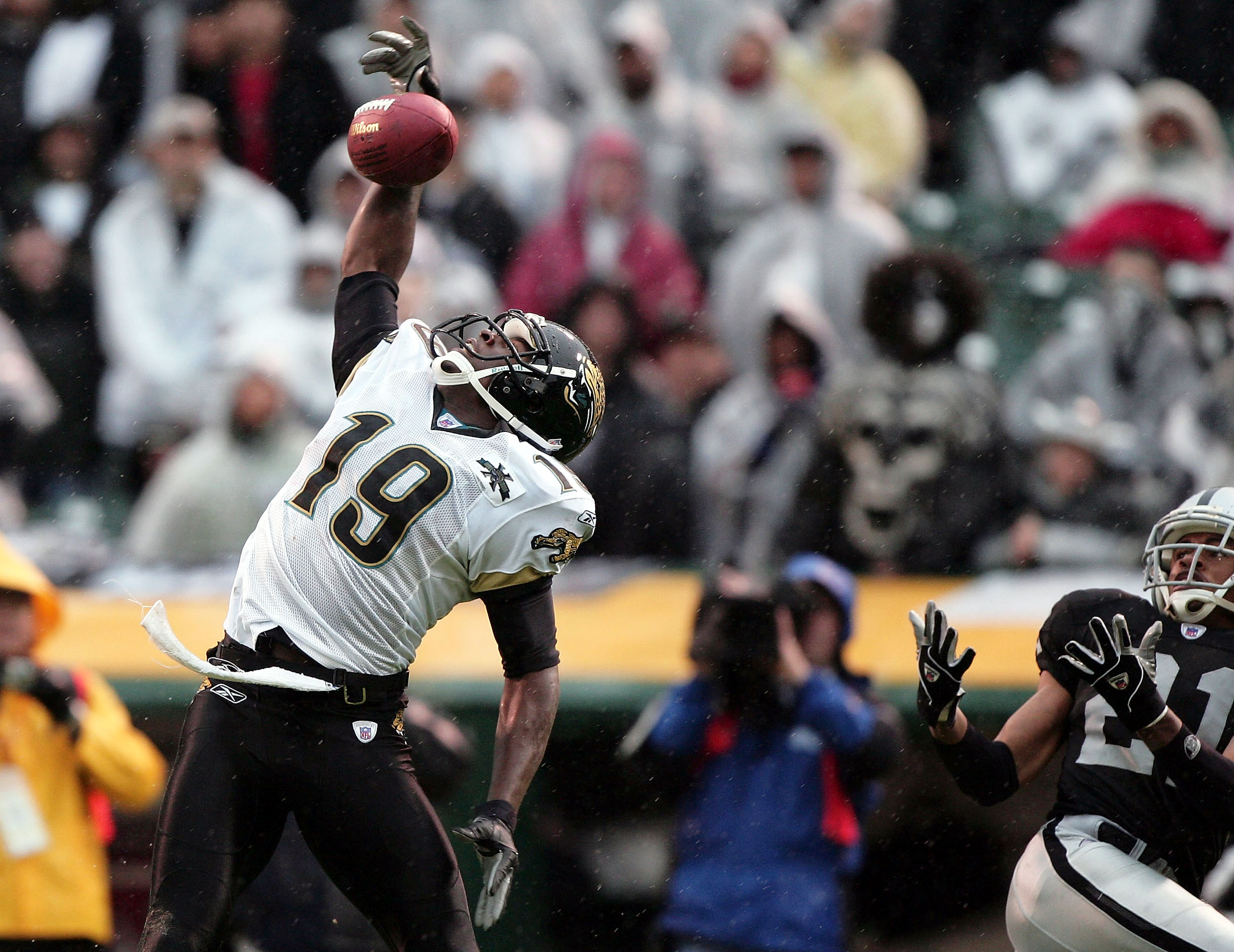 OAKLAND, CA - JANUARY 2:  Wide receiver Ernest Wilford #19 of the Jacksonville Jaguars makes a catch in the fourth quarter, setting up the only touchdown of the game, against Nnamdi Asomugha #21 of the Oakland Raiders at Network Associates Coliseum on Jan