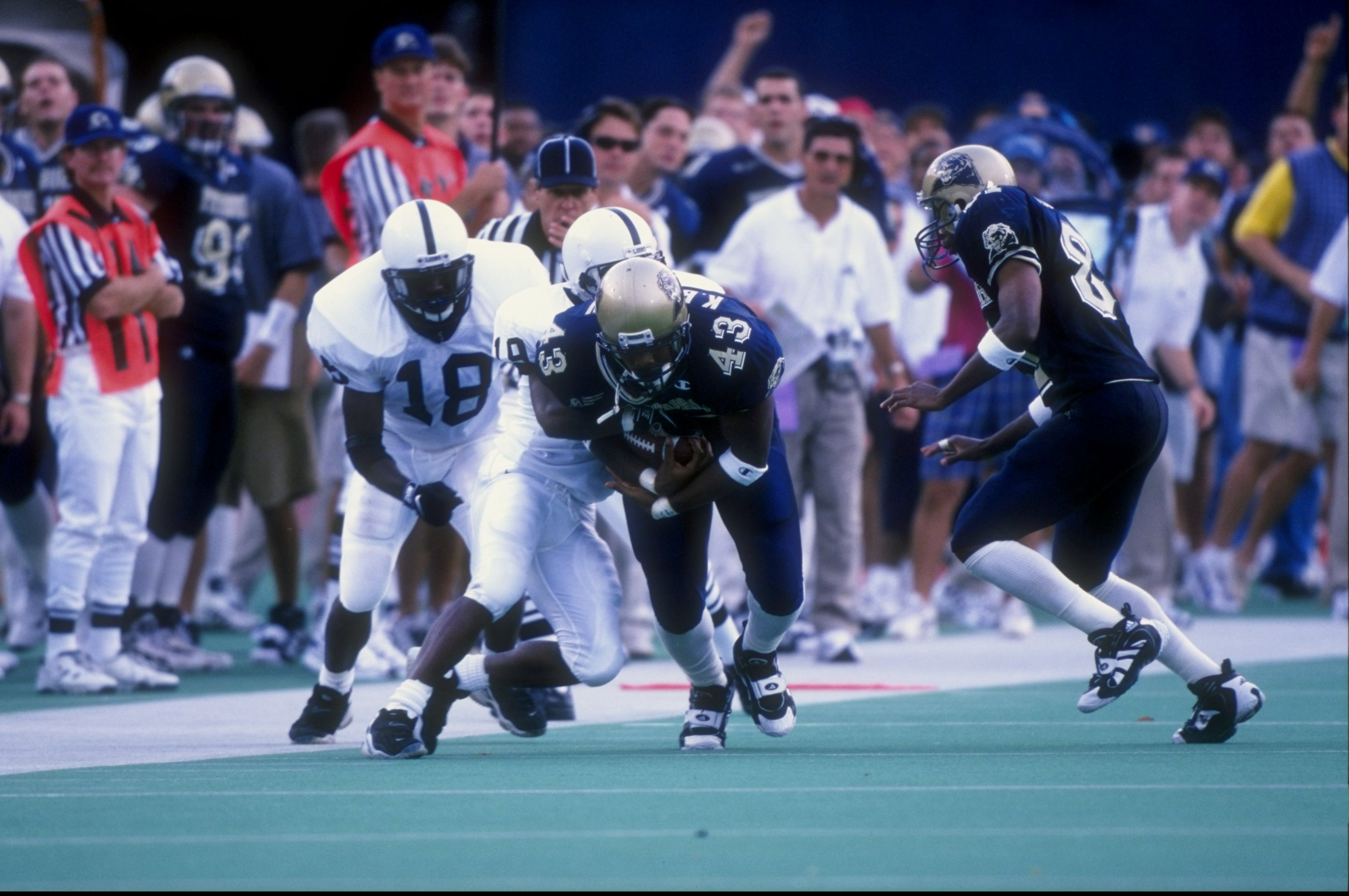 19 Sep 1998:  Running back Kevan Barlow #43 of the Pittsburgh Panthers in action during a game against the Penn State Nittany Lions at the Pitt Stadium in Pittsburgh, Pennsylvania. The Nittany Lions defeated the Panthers 20-13. Mandatory Credit: Rick Stew