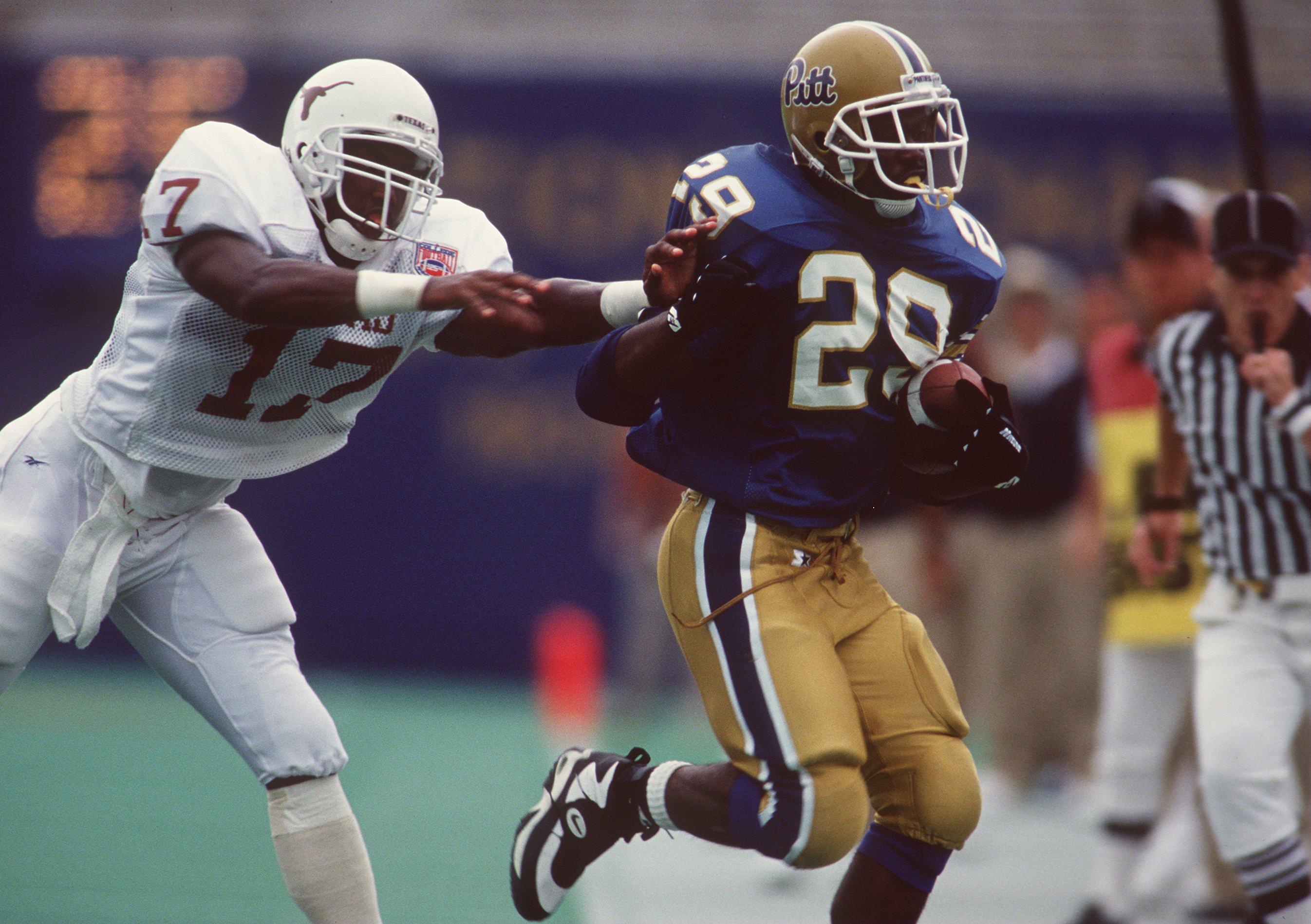 3 Sep 1994: UNIVERSITY OF PITTSBURGH RUNNING BACK CURTIS MARTIN TRIES TO AVOID A LONGHORNS DEFENDER DURING THE PANTHERS 30-28 LOSS TO THE UNIVERSITY OF TEXAS AT TEXAS MEMORIAL STADIUM IN AUSTIN, TEXAS.