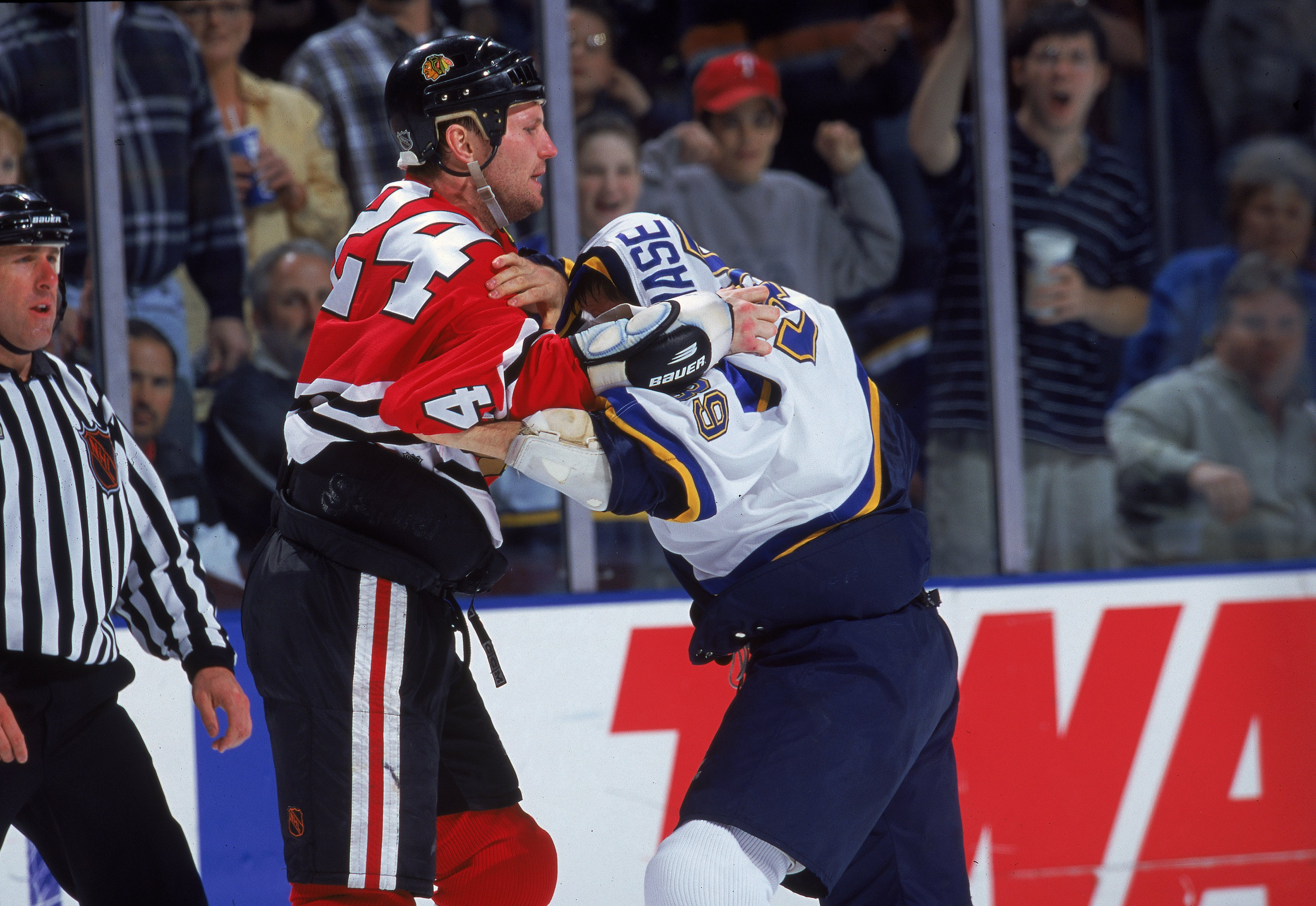 7 Apr 2000  Bob Probert  24 of the Chicago Blackhawks fights with Kelly  Chase 0724ccc27