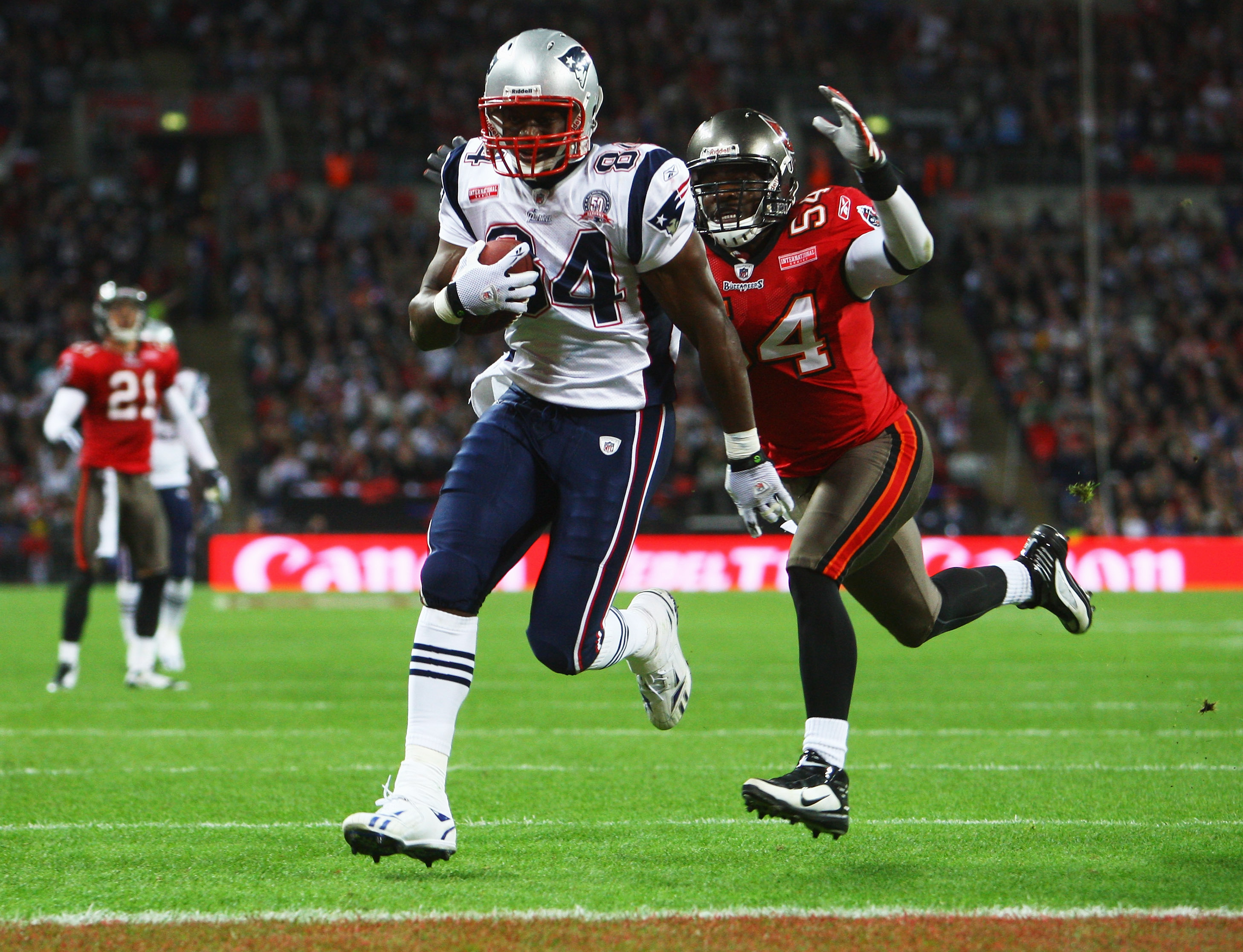 LONDON, ENGLAND - OCTOBER 25:  Benjamin Watson (#84) of the New England Patriots runs with the ball chased by Geno Hayes  (#54) of Tampa Bay Buccaneer during the NFL International Series match between New England Patriots and Tampa Bay Buccaneers at Wembl