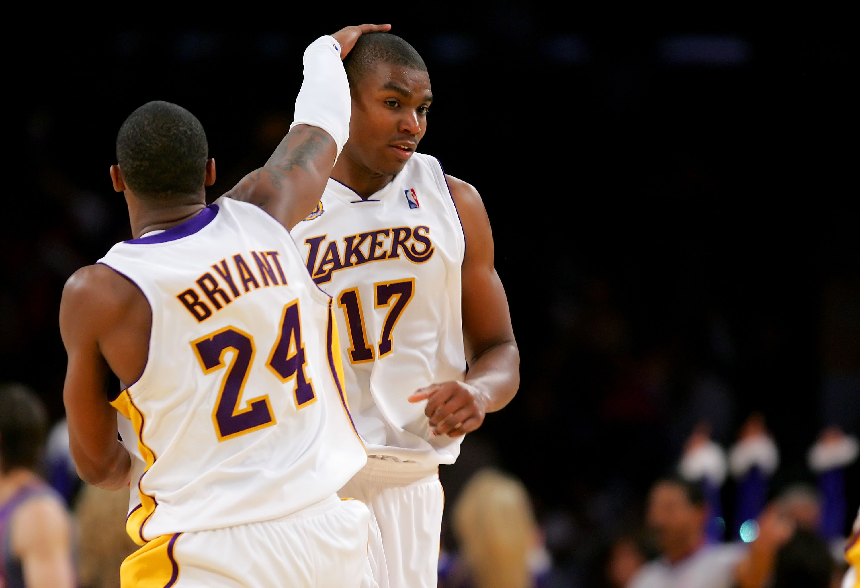 LOS ANGELES, CA - DECEMBER 25:  Kobe Bryant #24 celebrates with teammate Andrew Bynum #17 of the Los Angeles Lakers of the Phoenix Suns at Staples Center on December 25, 2007 in Los Angeles, California.  NOTE TO USER: User expressly acknowledges and agree