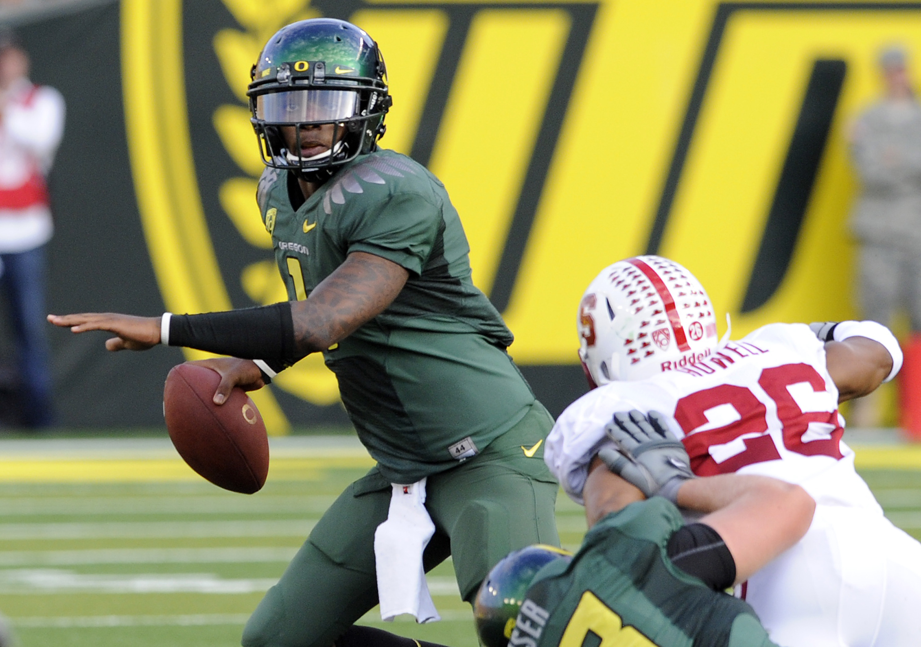 EUGENE, OR - OCTOBER 2: Quarterback Darron Thomas #1 of the Oregon Ducks looks to pass the ball as safety Delano Howard #26 of Stanford applies pressure in the first quarter of the game at Autzen Stadium on October 2, 2010 in Eugene, Oregon. (Photo by Ste