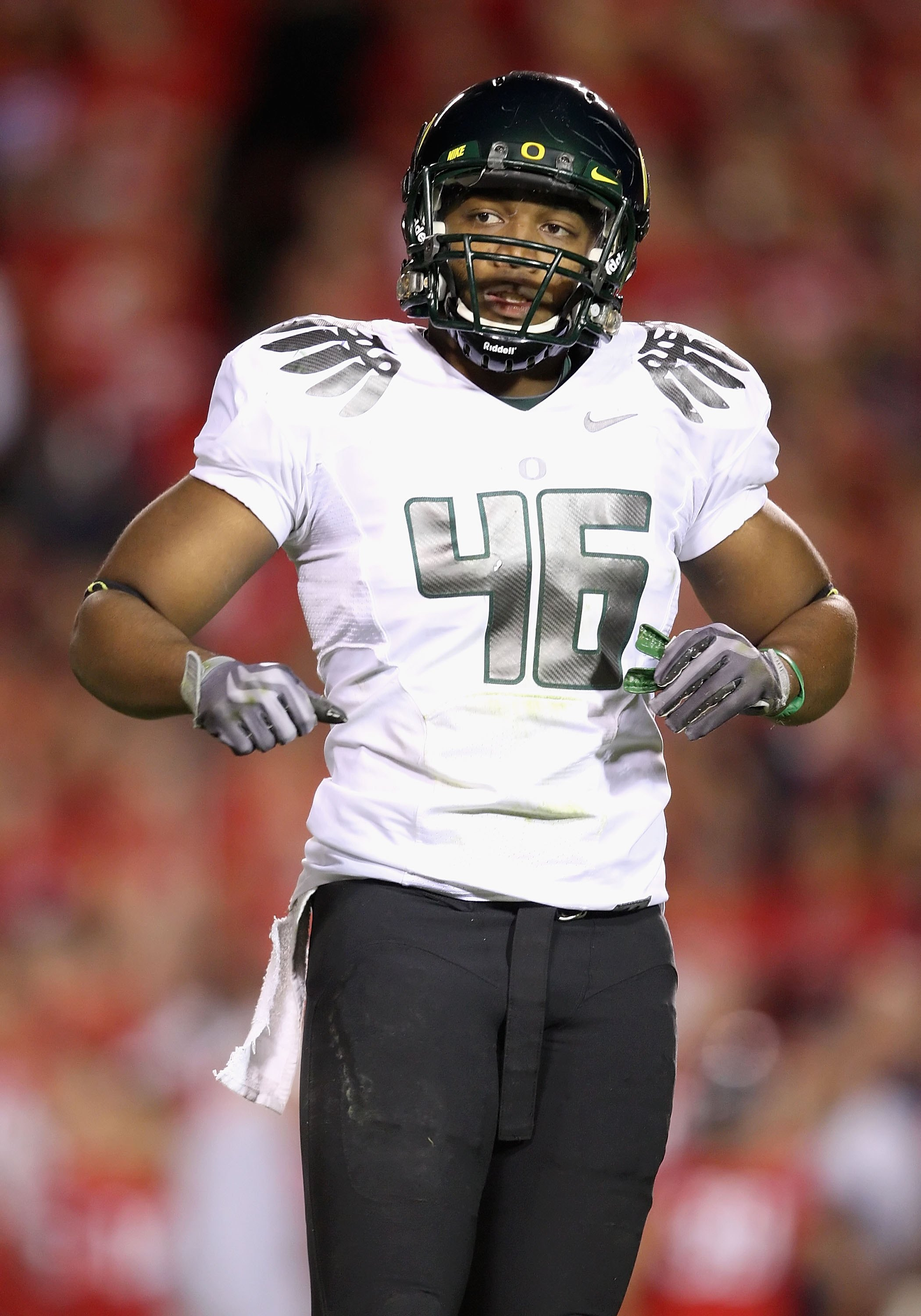 TUCSON, AZ - NOVEMBER 21:  Linebacker Michael Clay #46 of the Oregon Ducks during the college football game against the Arizona Wildcats at Arizona Stadium on November 21, 2009 in Tucson, Arizona. The Ducks defeated the Wildcats 44-41 in second overtime.