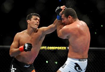 Lyoto Machida battling Mauricio Rua