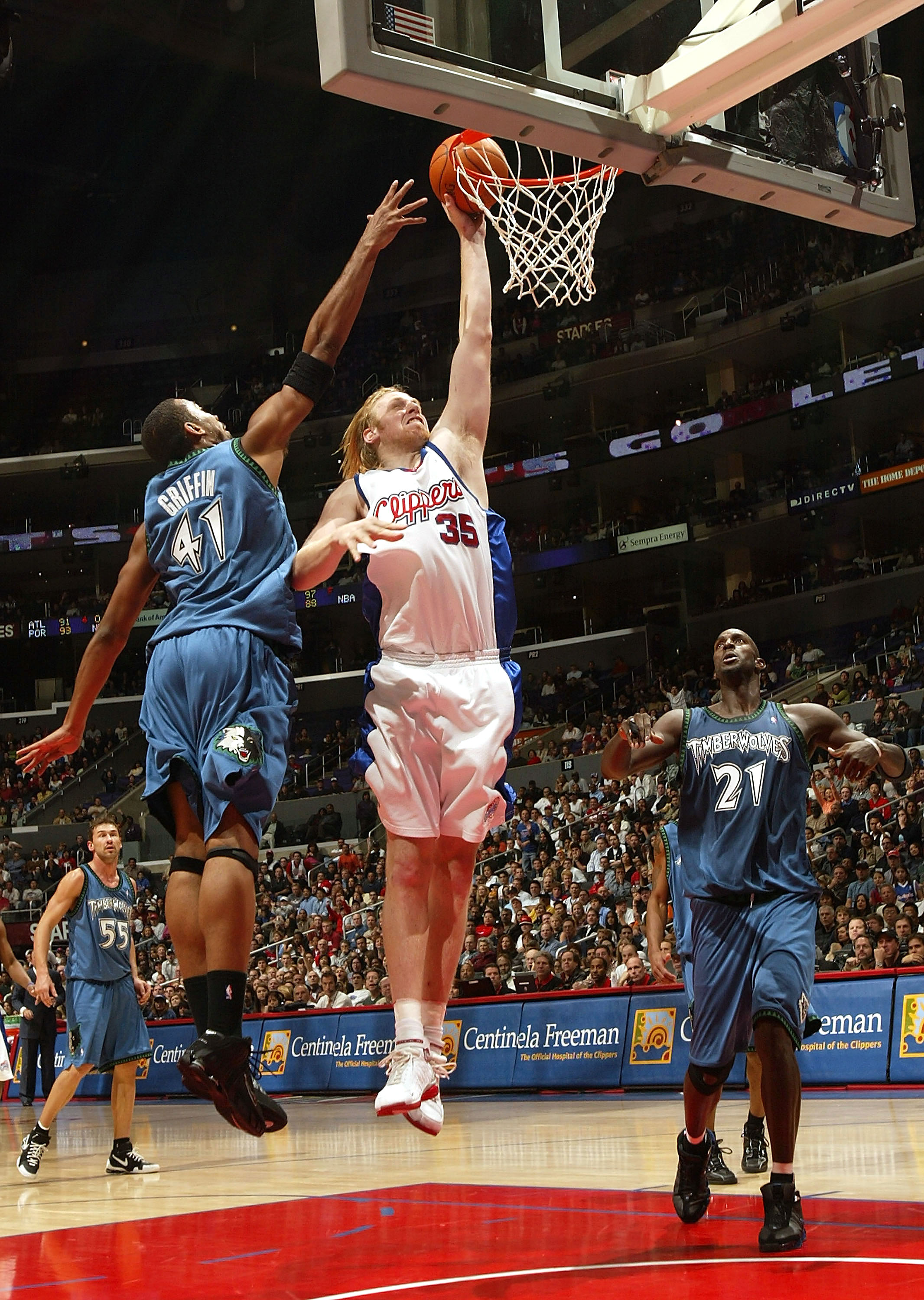 LOS ANGELES, CA - NOVEMBER 05:  Chris Kaman #35 of the Los Angeles Clippers drives to the basket for a dunk attempt between Eddie Griffin #41 (L) and Kevin Garnett #21 (R) of the Minnesota Timberwolves November 5, 2005 at Staples Center in Los Angeles, Ca