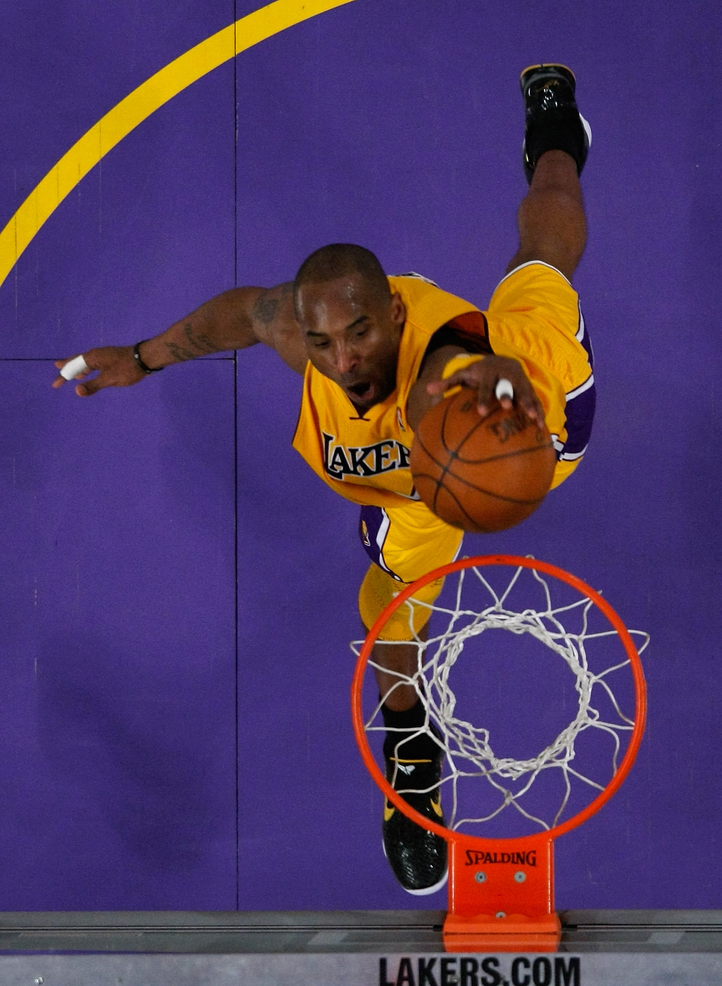 LOS ANGELES, CA - APRIL 26:  Kobe Bryant #24 of the Los Angeles Lakers dunks the ball with his left hand in the lane in the third quarter against the New Orleans Hornets in Game Five of the Western Conference Quarterfinals in the 2011 NBA Playoffs on Apri