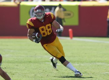 LOS ANGELES, CA - SEPTEMBER 5:  Blake Ayles #88 of the USC Trojans runs after a catch against the San Jose State Spartans on September 5, 2009 at the Los Angeles Memorial Coliseum in Los Angeles, California.  USC won 56-3.  (Photo by Jeff Golden/Getty Ima