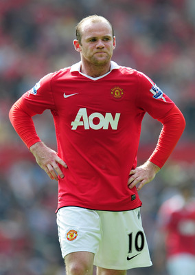 MANCHESTER, ENGLAND - APRIL 23:  Wayne Rooney of Manchester United looks dejected during the Barclays Premier League match between Manchester United and Everton at Old Trafford on April 23, 2011 in Manchester, England.  (Photo by Shaun Botterill/Getty Ima