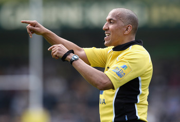 HIGH WYCOMBE, ENGLAND - APRIL 17:  Referee David Rose, issues instructions during the Aviva Premiership match between London Wasps and Leeds Carnegie at Adams Park on April 17, 2011 in High Wycombe, England.  (Photo by David Rogers/Getty Images)