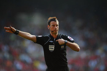 NOTTINGHAM, ENGLAND - APRIL 22: Referee Mark Clattenburg looks on during the npower Championship match between Nottingham Forest and Leicester City at City Ground on April 22, 2011 in Nottingham, England.  (Photo by Laurence Griffiths/Getty Images)