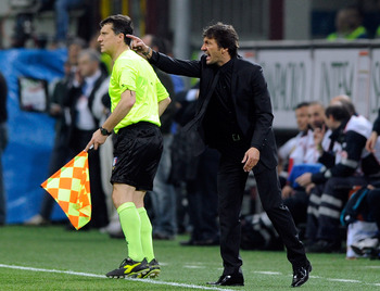 MILAN, ITALY - APRIL 02:  FC Internazionale Milano head coach Leonardo yells instructions from the sideline during the Serie A match between AC Milan and FC Internazionale Milano at Stadio Giuseppe Meazza on April 2, 2011 in Milan, Italy.  (Photo by Claud