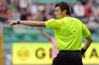 PALERMO, ITALY - APRIL 23: Referee Antonio Damato gestures during the Serie A match between US Citta di Palermo and SSC Napoli at Stadio Renzo Barbera on April 23, 2011 in Palermo, Italy.  (Photo by Tullio M. Puglia/Getty Images)