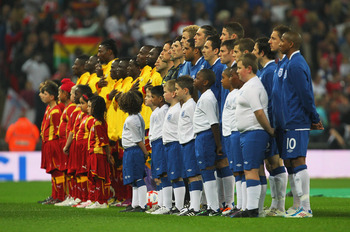 LONDON, ENGLAND - MARCH 29:  The teams line up for the national anthems prior to the international friendly match between England and Ghana at Wembley Stadium on March 29, 2011 in London, England.  (Photo by Clive Rose/Getty Images)