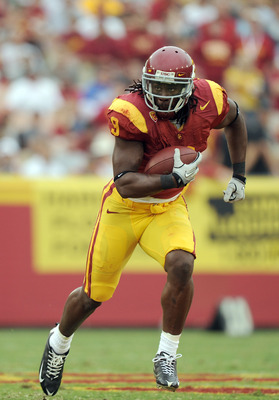 LOS ANGELES, CA - OCTOBER 16:  David Ausberry #9 of the USC Trojans runs after a catch during the game against the California Golden Bears at Los Angeles Memorial Coliseum on October 16, 2010 in Los Angeles, California.  (Photo by Harry How/Getty Images)