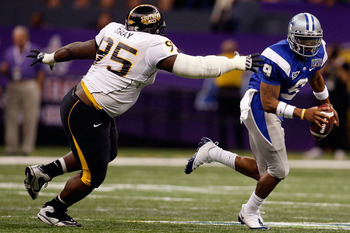 NEW ORLEANS - DECEMBER 20:  Dwight Dasher #9 of the Middle Tennessee Blue Raiders avoids a tackle by Anthony Gray #95 of the Southern Miss Golden Eagles during the R+L Carriers New Orleans Bowl at the Louisiana Superdome on December 20, 2009 in New Orlean