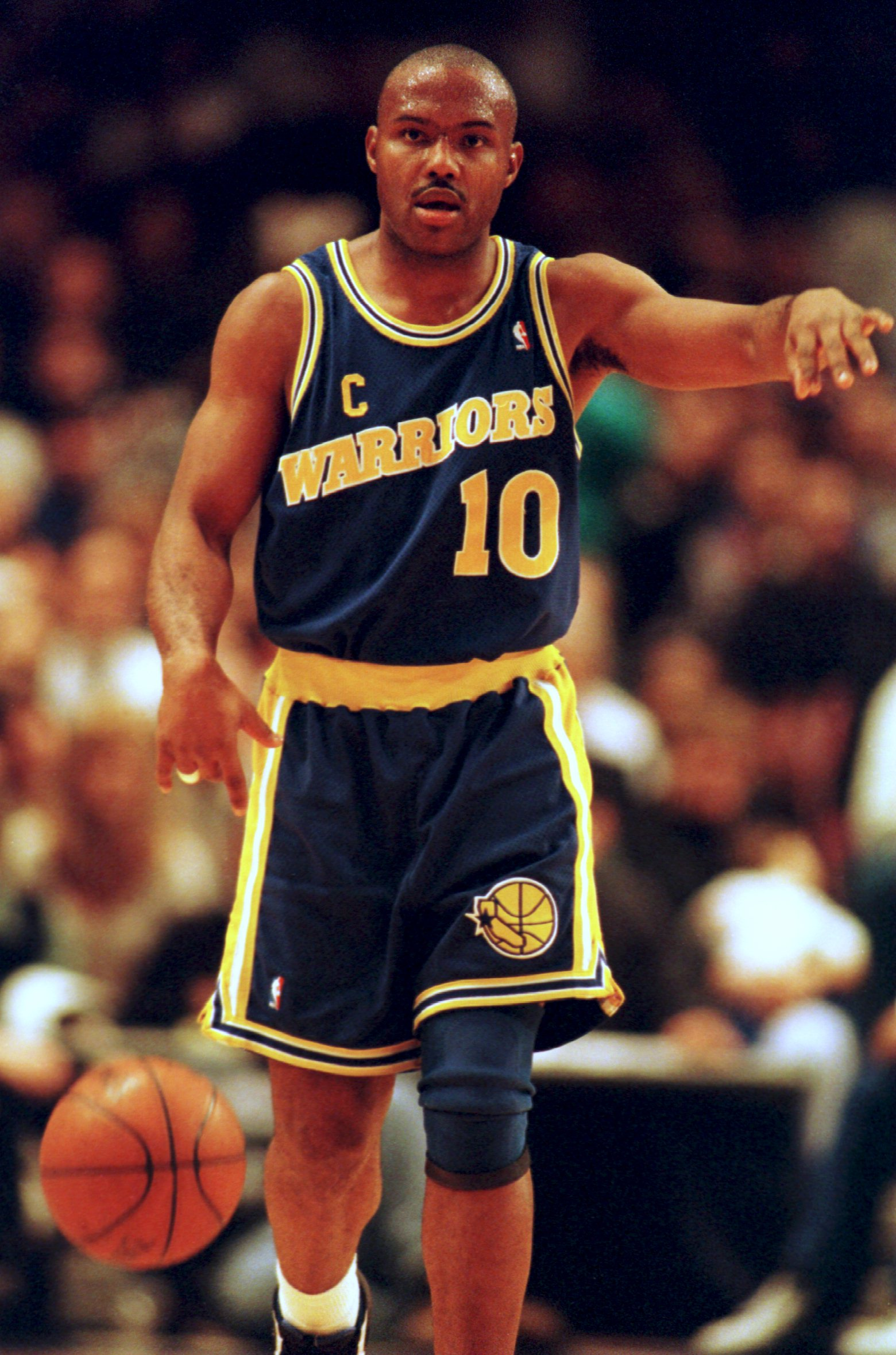 31 Jan 1995: Forward Tim Hardaway of the Golden State Warriors makes a point during their game against the New York Knicks at Madison Square Gardens in New York, New York.