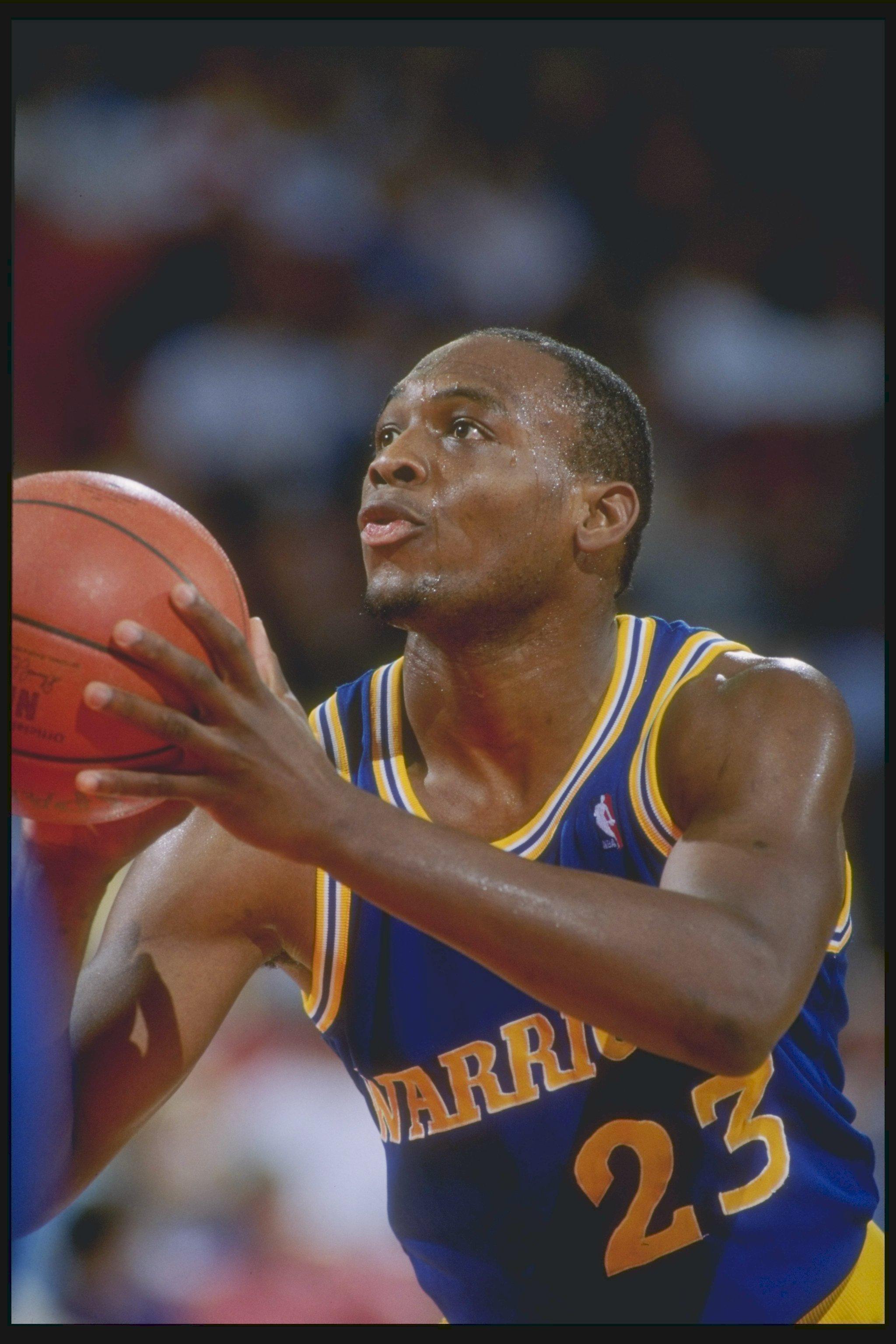 1989-1990:  Guard Mitch Richmond of the Golden State Warriors prepares to shoot the basketball. Mandatory Credit: Tim de Frisco  /Allsport