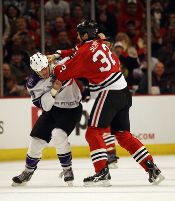 CHICAGO, IL - DECEMBER 19: John Scott #32 of the Chicago Blackhawks fights with Kevin Westgarth #19 of the Los Angeles Kings at the United Center on December 19, 2010 in Chicago, Illinois. (Photo by Jonathan Daniel/Getty Images)