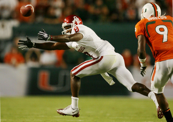 MIAMI GARDENS, FL - OCTOBER 3:  Brandon Caleb #8 of the Oklahoma Sooners can't complete the pass in the first quarter against the Miami Hurricanes on October 3, 2009 at Landshark Stadium in Miami Gardens, Florida. (Photo by Doug Benc/Getty Images)