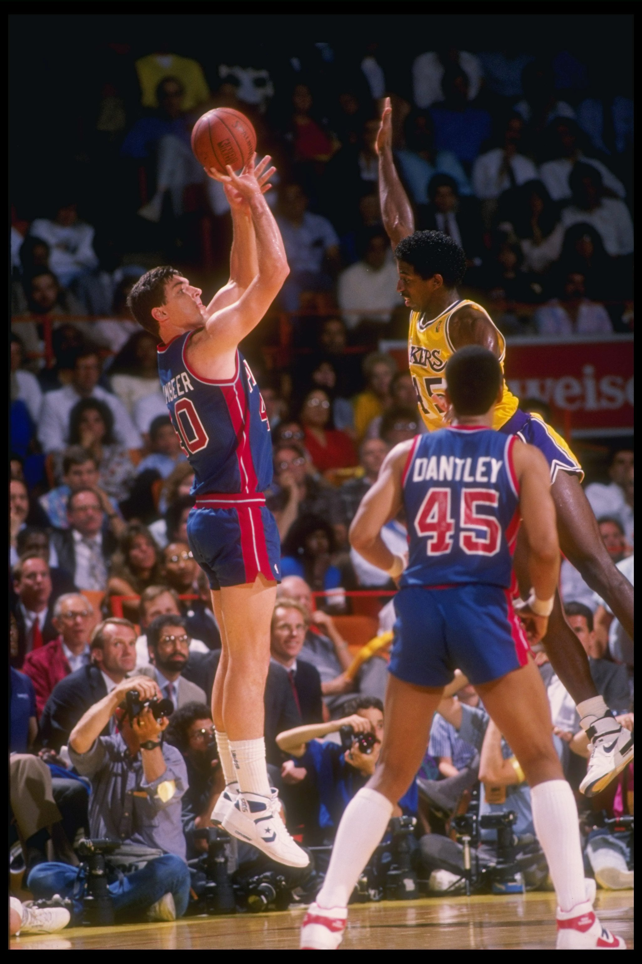 1988:  Bill Laimbeer of the Detroit Pistons shoots the ball during a game. Mandatory Credit: ALLSPORT USA  /Allsport Mandatory Credit: ALLSPORT USA  /Allsport