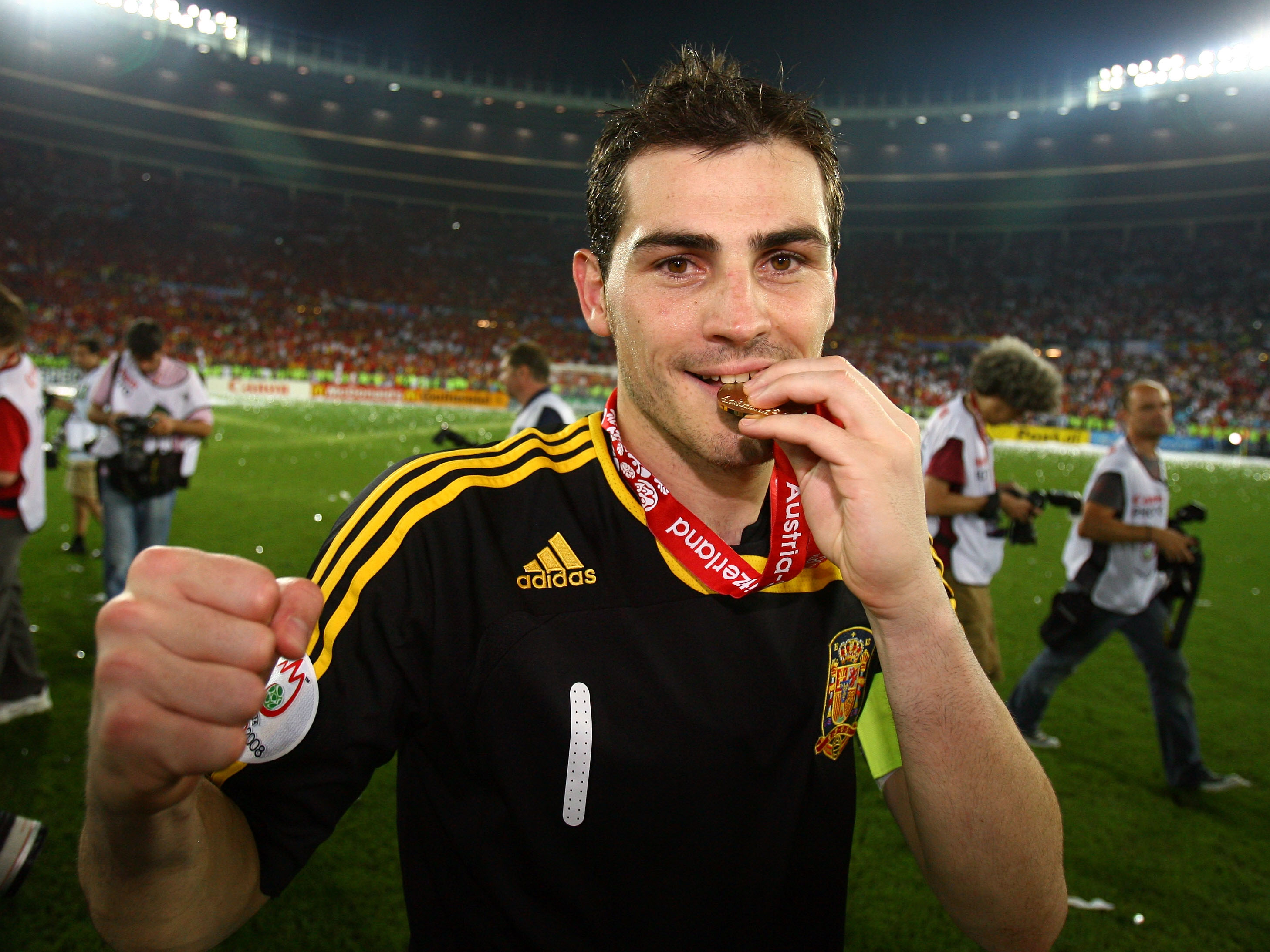 VIENNA, AUSTRIA - JUNE 29:  Iker Casillas of Spain kisses his winners medal after the UEFA EURO 2008 Final match between Germany and Spain at Ernst Happel Stadion on June 29, 2008 in Vienna, Austria.  (Photo by Alex Livesey/Getty Images)