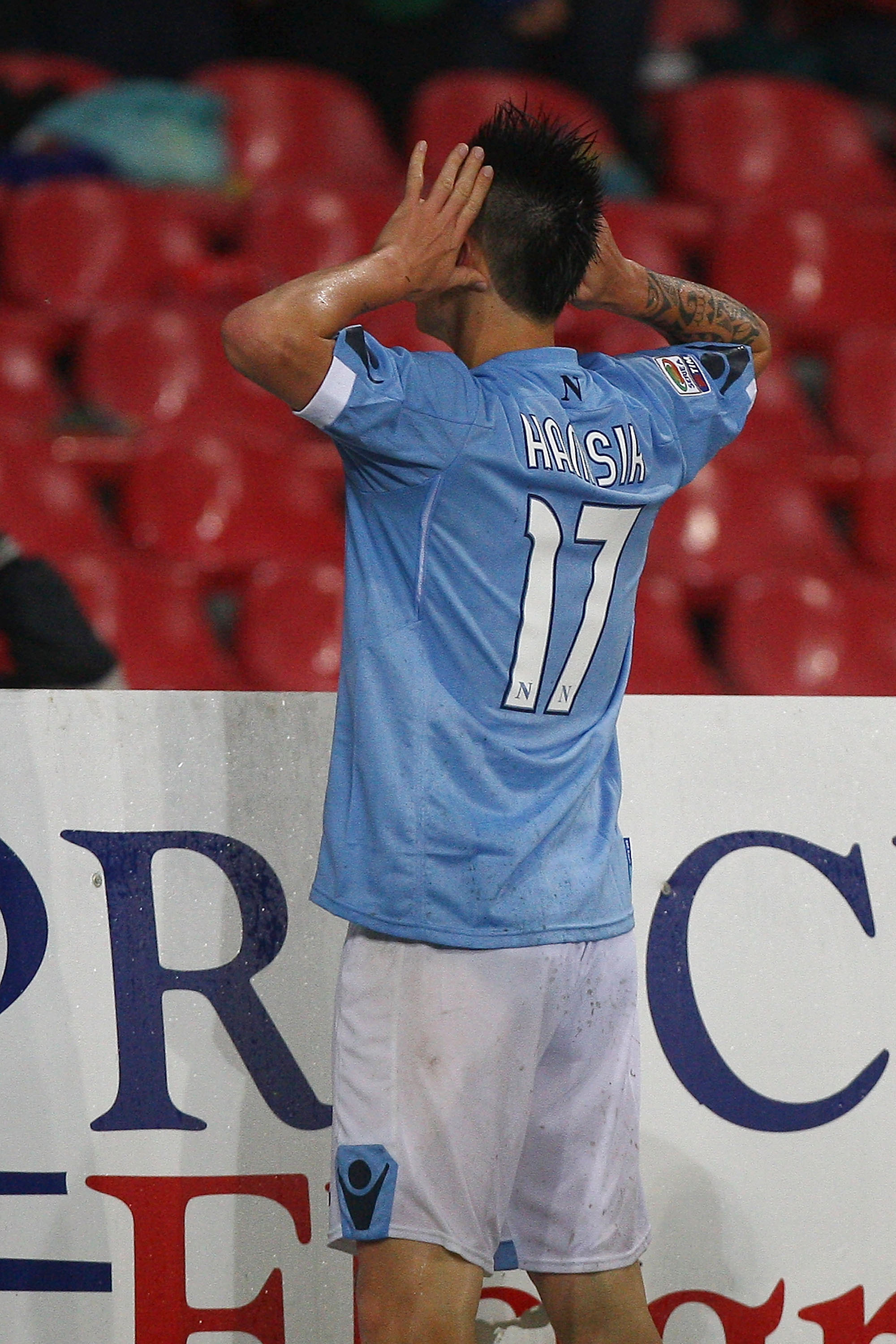 NAPLES, ITALY - APRIL 30:  Marek Hamsik of SSC Napoli celebrates after scoring the opening goal during the Serie A match between SSC Napoli and Genoa CFC at Stadio San Paolo on April 30, 2011 in Naples, Italy.  (Photo by Paolo Bruno/Getty Images)