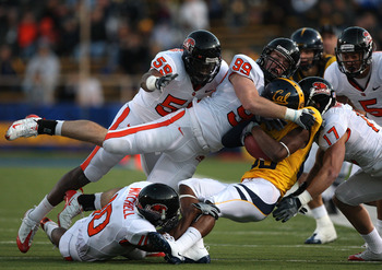 BERKELEY, CA - NOVEMBER 07:  Verran Tucker #86 of the California Golden Bears is tackled by Gabe Miller #99 of the Oregon State Beavers at California Memorial Stadium on November 7, 2009 in Berkeley, California.  (Photo by Jed Jacobsohn/Getty Images)
