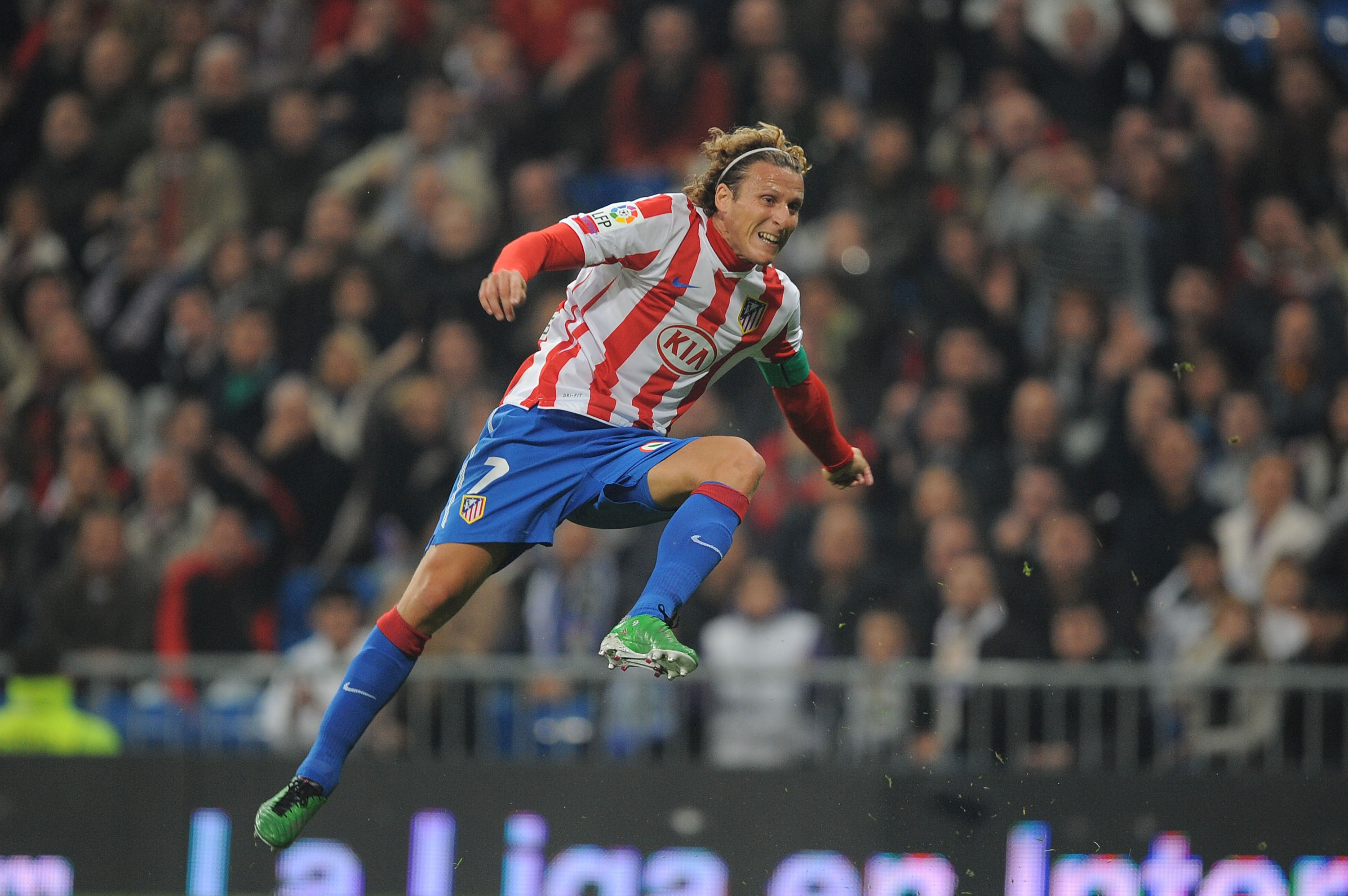 MADRID, SPAIN - JANUARY 13: Diego Forlan of Atletico Madrid in action during the Copa del Rey quarter final first leg match between Real Madrid and Atletico Madrid at Estadio Santiago Bernabeu on January 13, 2011 in Madrid, Spain.  (Photo by Denis Doyle/G