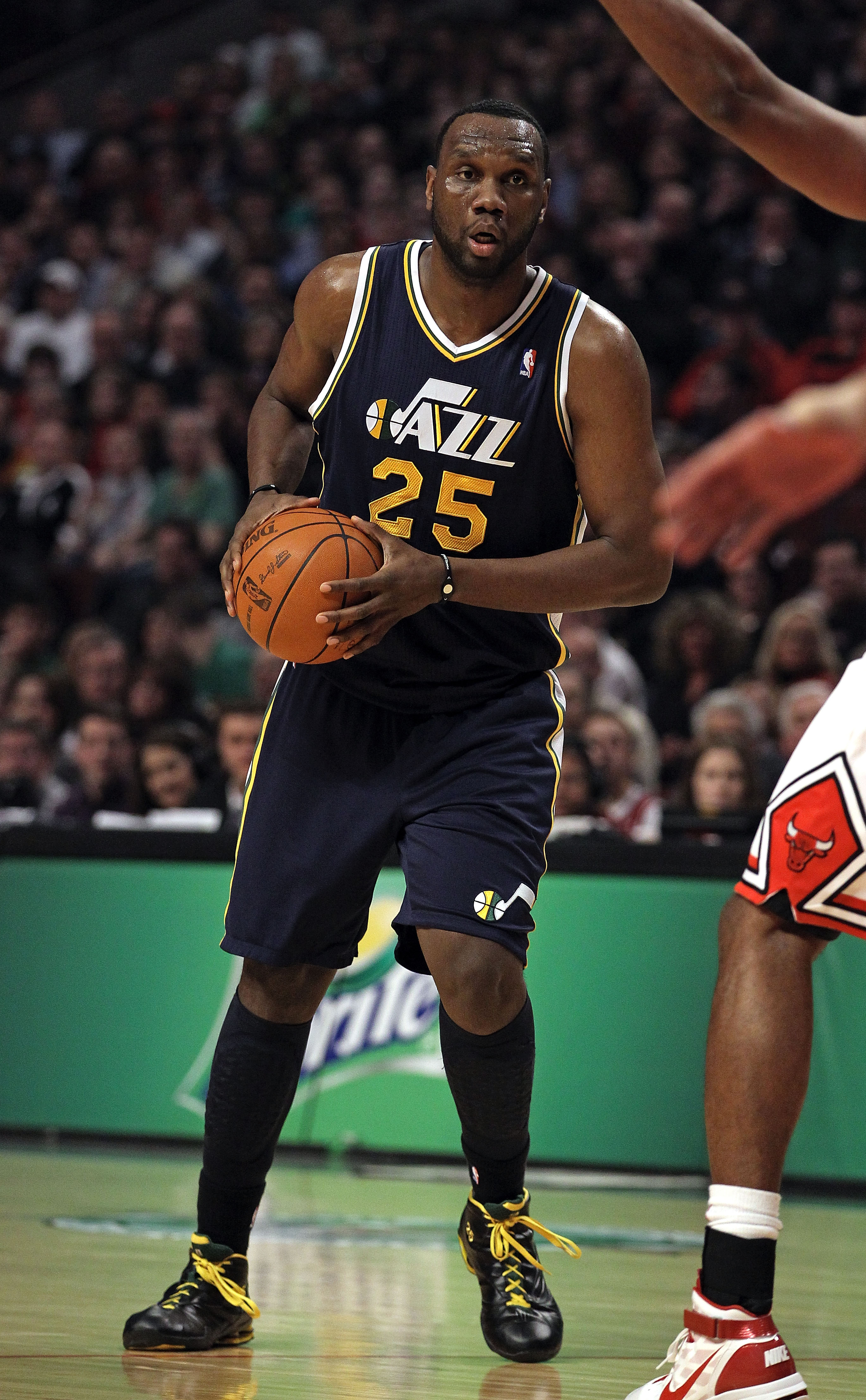 CHICAGO, IL - MARCH 12: Al Jefferson #25 of the Utah Jazz looks to against the Chicago Bulls at the United Center on March 12, 2011 in Chicago, Illinois. The Bulls defeated the Jazz 118-100. NOTE TO USER: User expressly acknowledges and agrees that, by do