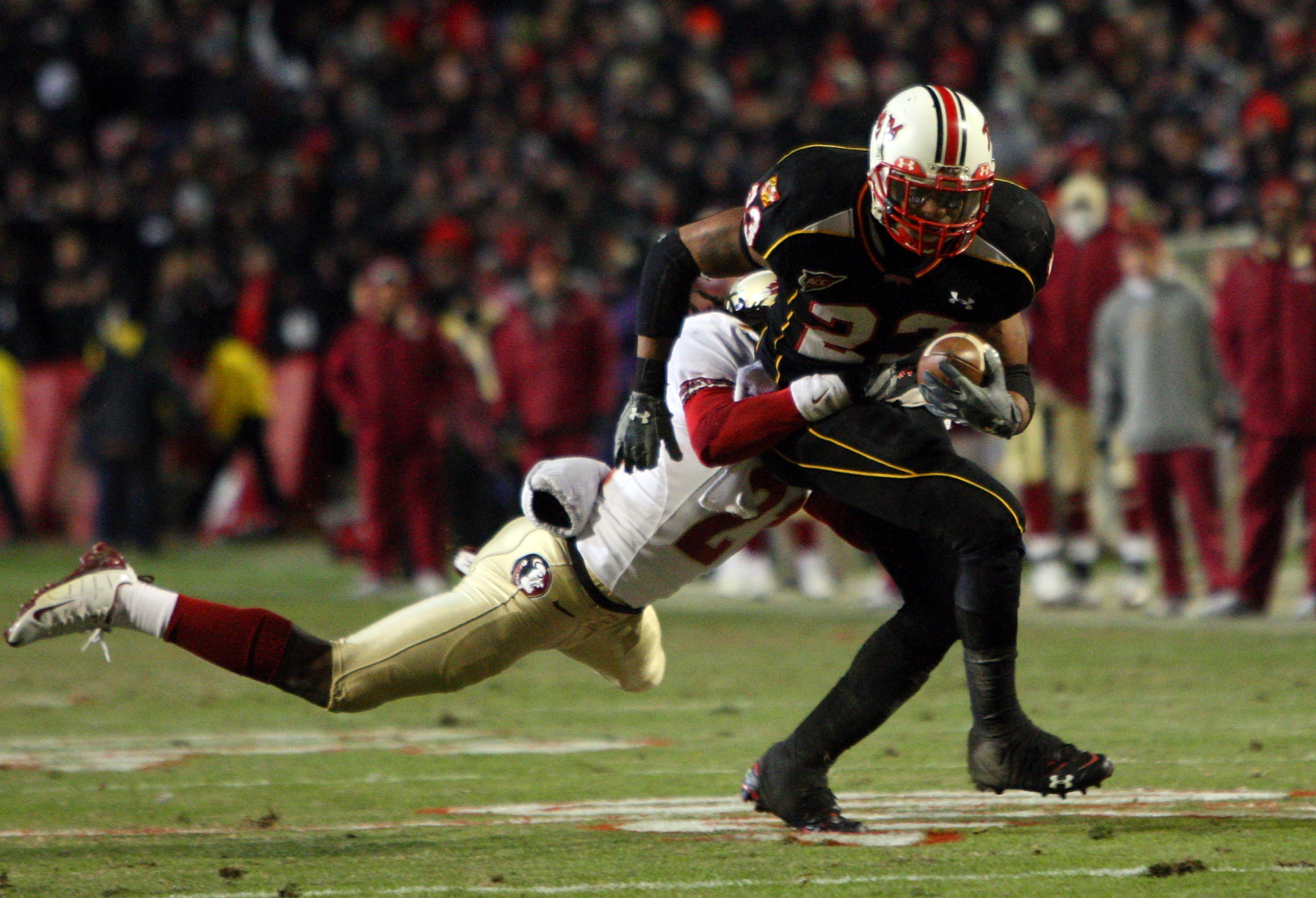 COLLEGE PARK, MD - NOVEMBER 22:  DaRel Scott #23 of the Maryland Terrapins runs the ball past Patrick Robinson #21 of the Florida State Seminoles on November 22, 2008 at Byrd Stadium in College Park, Maryland.  (Photo by Jim McIsaac/Getty Images)