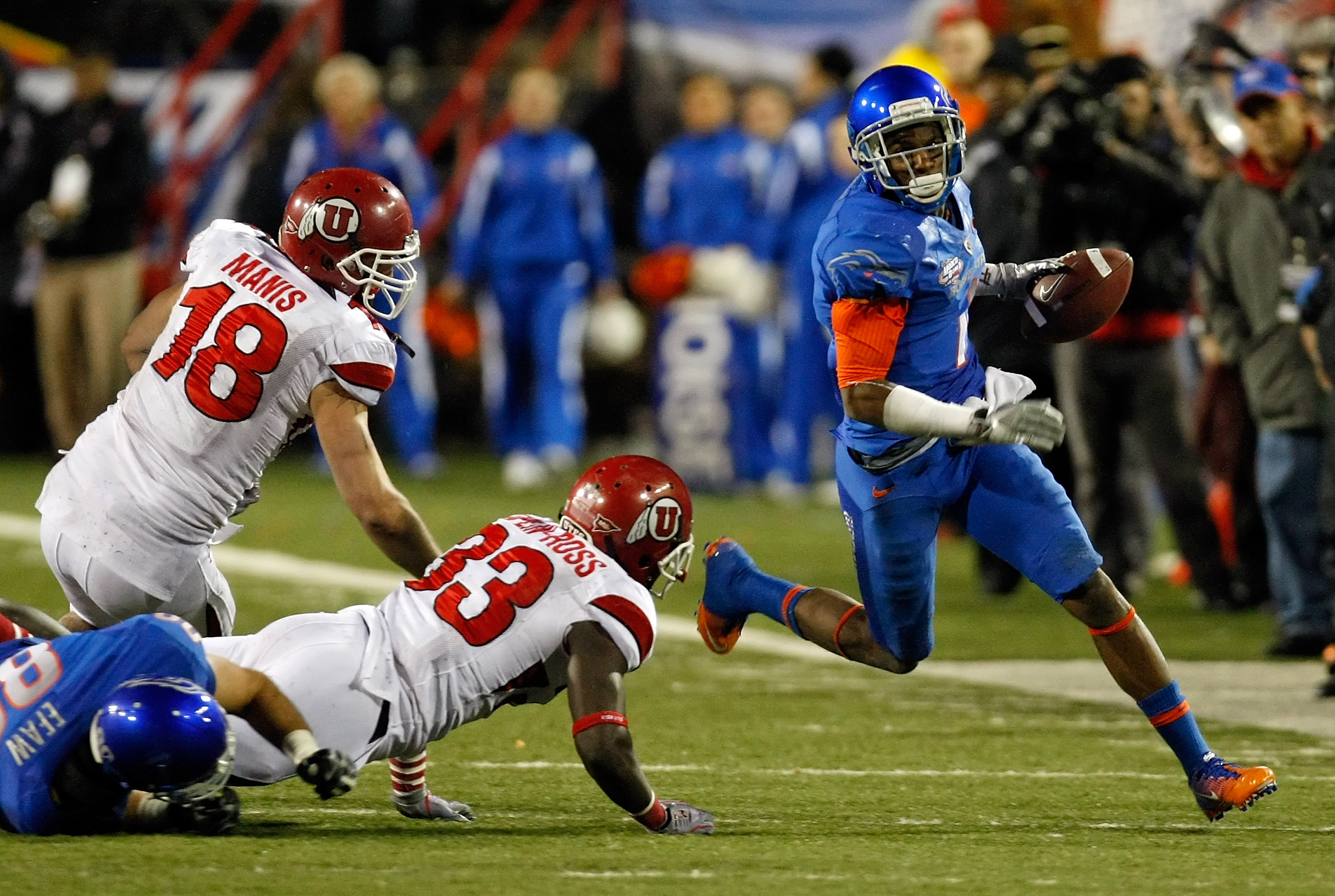 LAS VEGAS, NV - DECEMBER 22:  Titus Young #1 of the Boise State Broncos runs for yardage around Chad Manis #18 and Justin Taplin-Ross #33 of the Utah Utes during the MAACO Bowl Las Vegas at Sam Boyd Stadium December 22, 2010 in Las Vegas, Nevada. Boise St