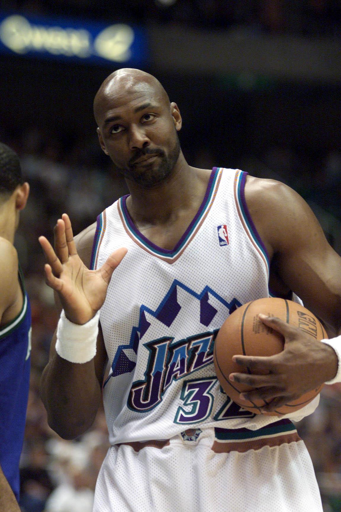 21 Apr 2001:  Karl Malone #32 of the Utah Jazz during game one of the NBA playoffs against the Dallas Mavericks at the Delta Center in Salt Lake City, Utah.  The Jazz won 88-86.  DIGITAL IMAGE.  Mandatory Credit: Brian Bahr/Allsport