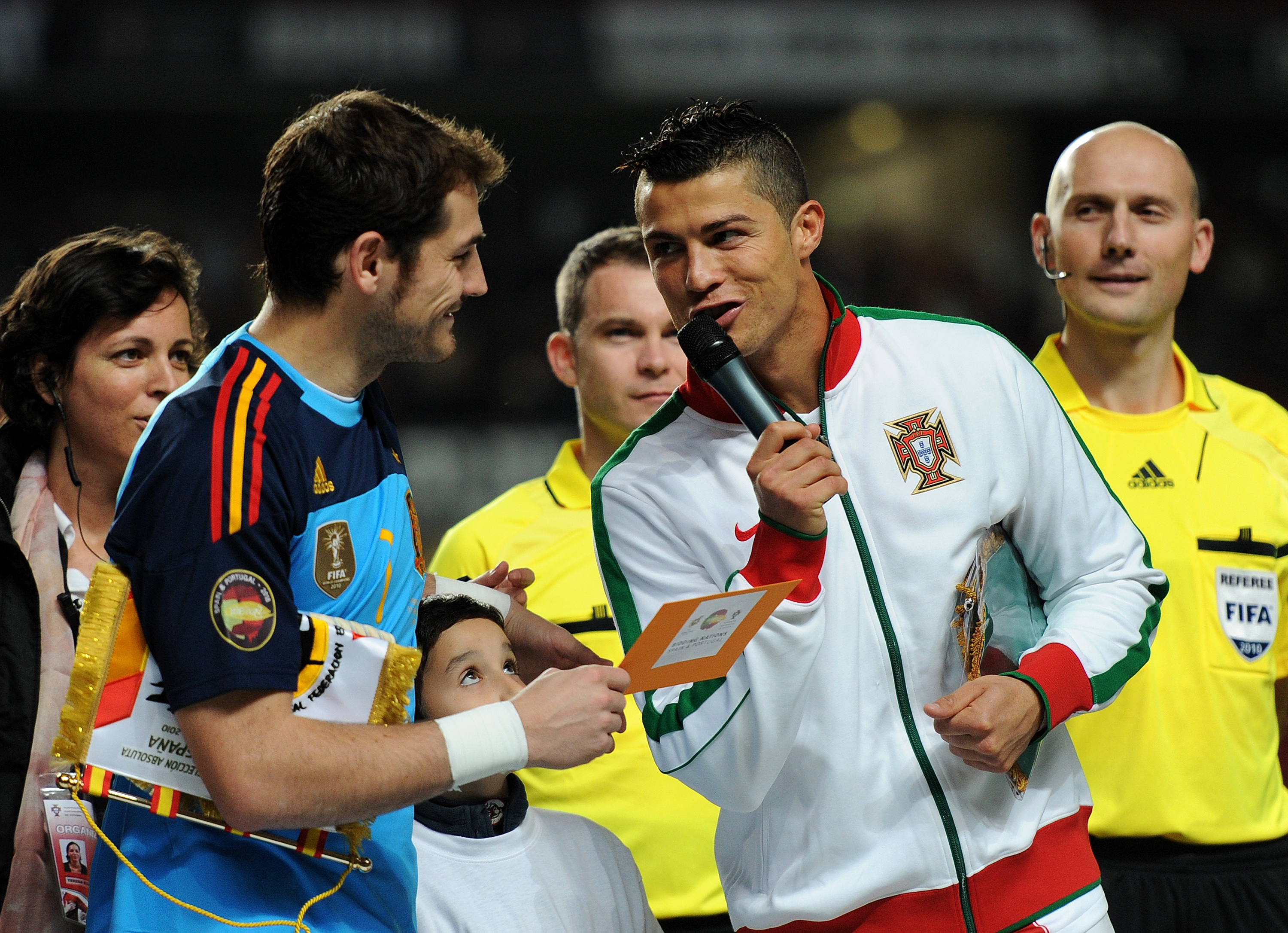LISBON, PORTUGAL - NOVEMBER 17:  Cristiano Ronaldo (R) of Portugal talks to goalkeeper Iker Casillas of Spain during the International Friendly match between Portugal and Spain at the Estadio da Luz on November 17, 2010 in Lisbon, Portugal.  (Photo by Jas